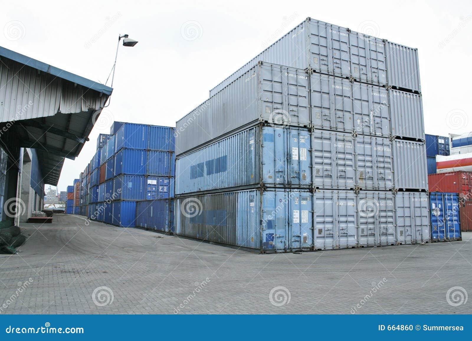 De containers van het pakhuis