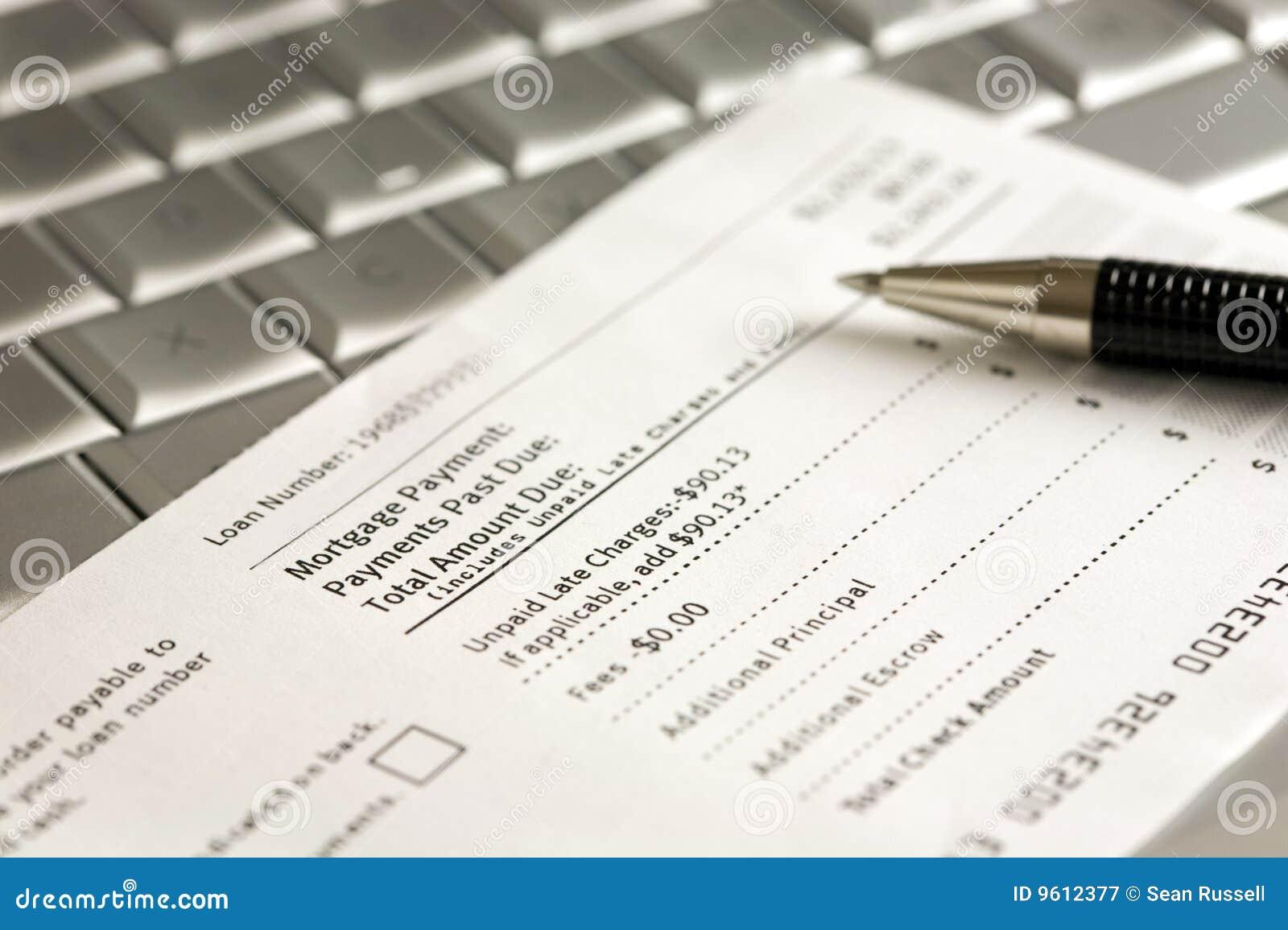 De Coupon en de Pen van de Betaling van de hypotheek op Laptop