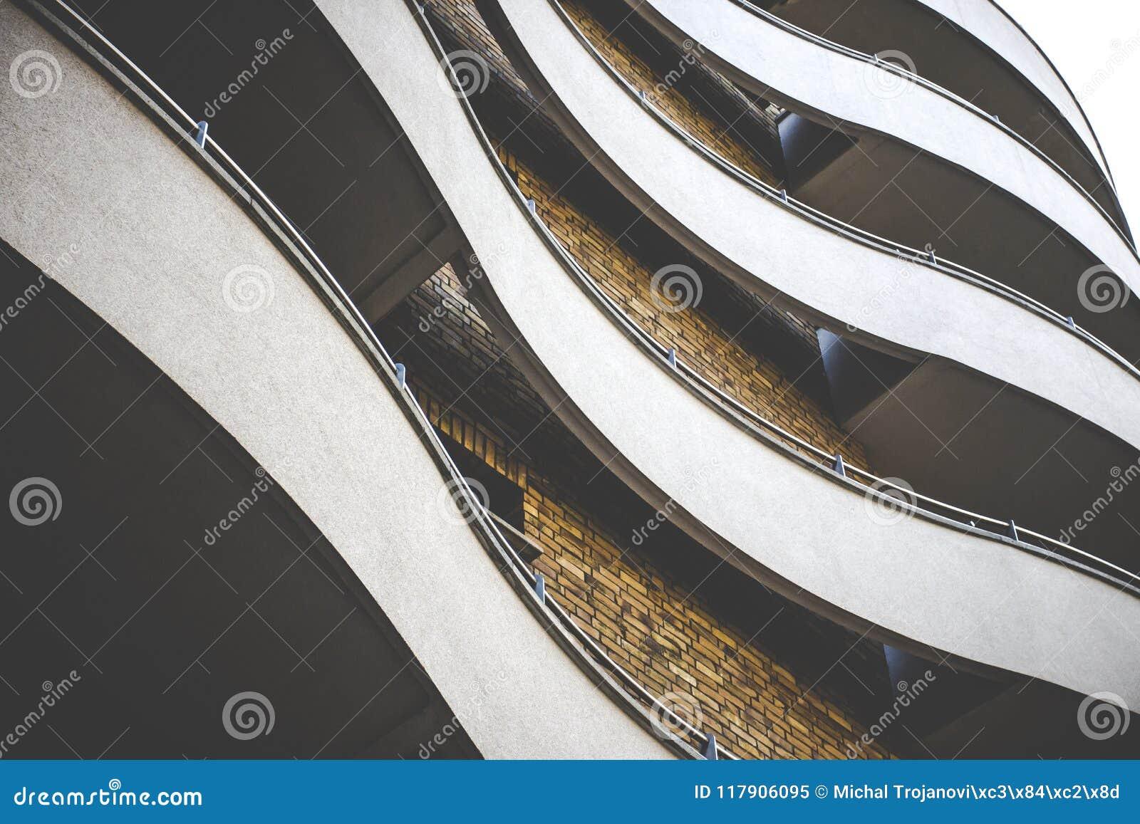 De Curvy elegante bouw met baksteenvoorgevel