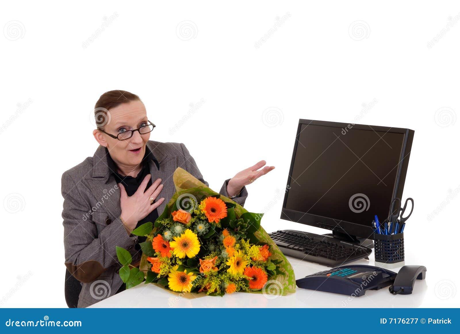 De dag van de secretaresse bloemen op bureau royalty vrije stock fotografie beeld 7176277 - Secretaresse witte ...
