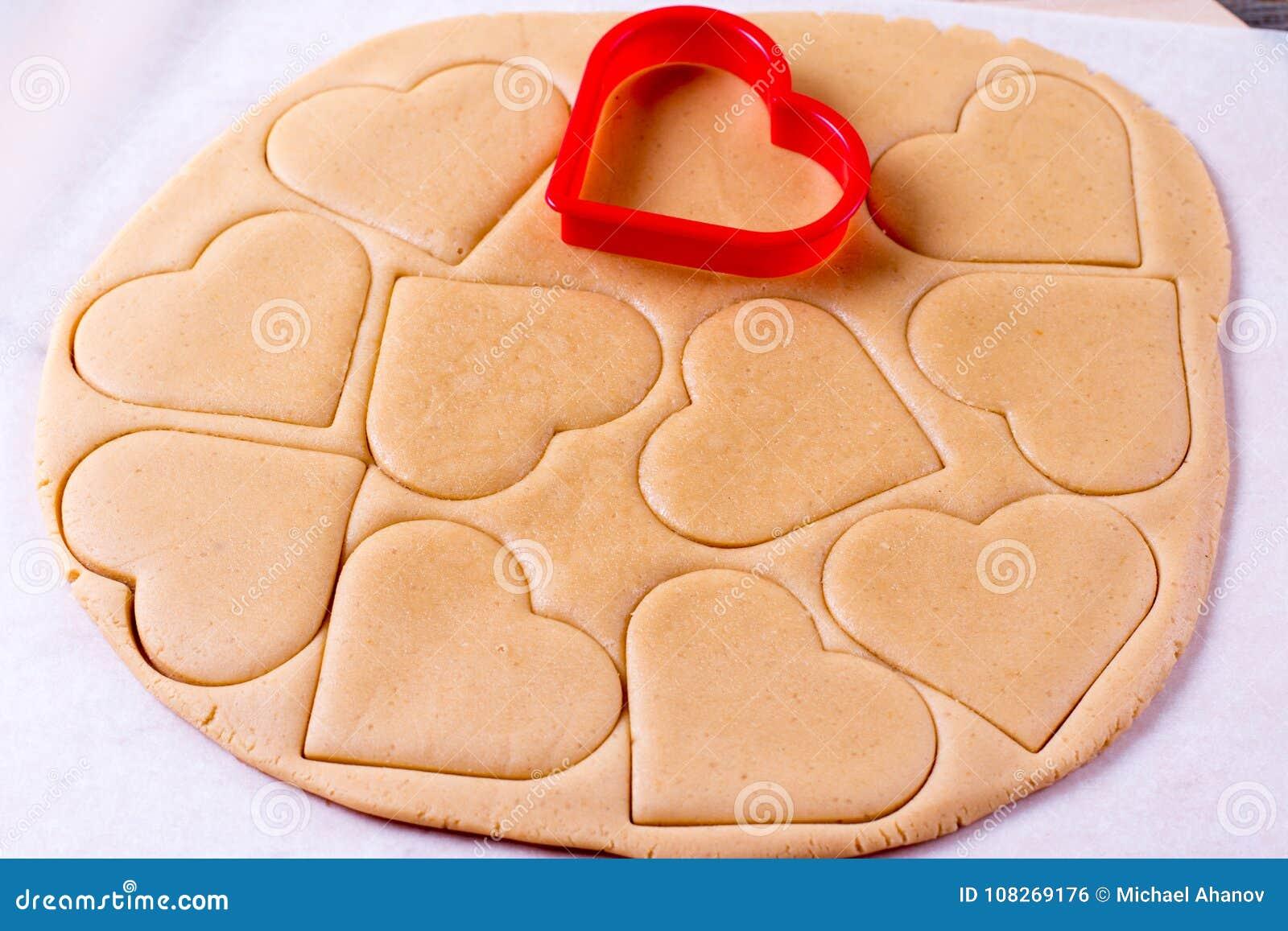 De dag van de valentijnskaart `s Proces om peperkoek te koken Bak het zoete concept van het cakedessert