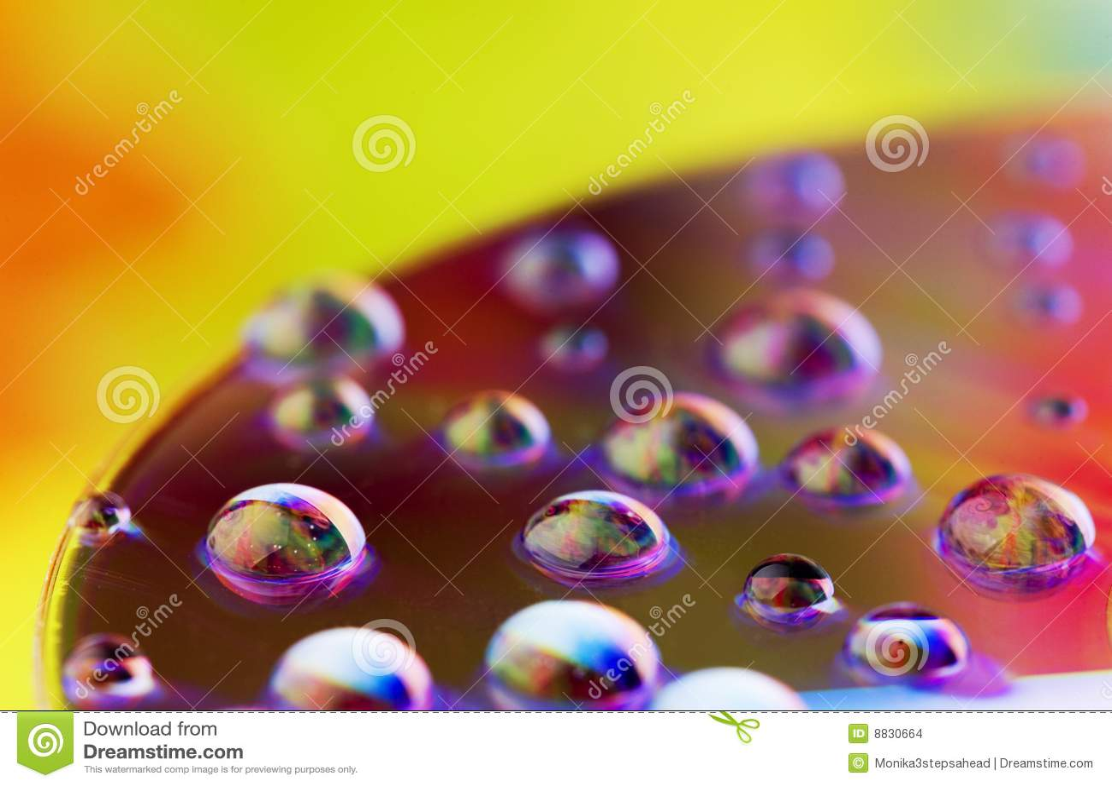 De dalingen van het water - regenboogkleuren