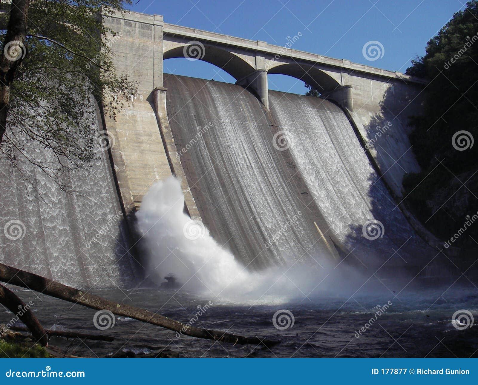 De Dam van het reservoir