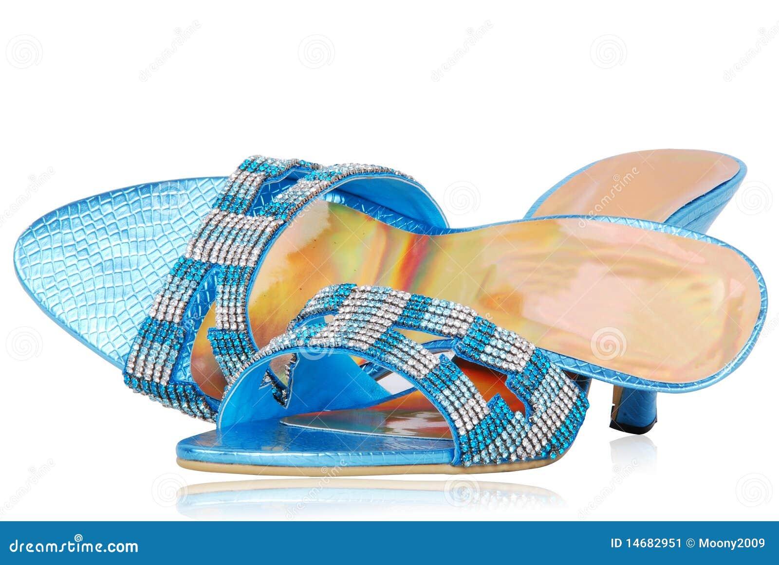 De dames stellen zich schoenen voor