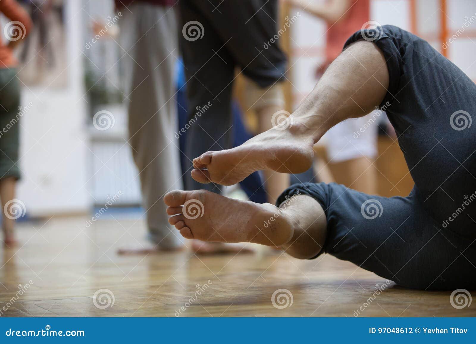 De dansers betaalt, benen, op vloer