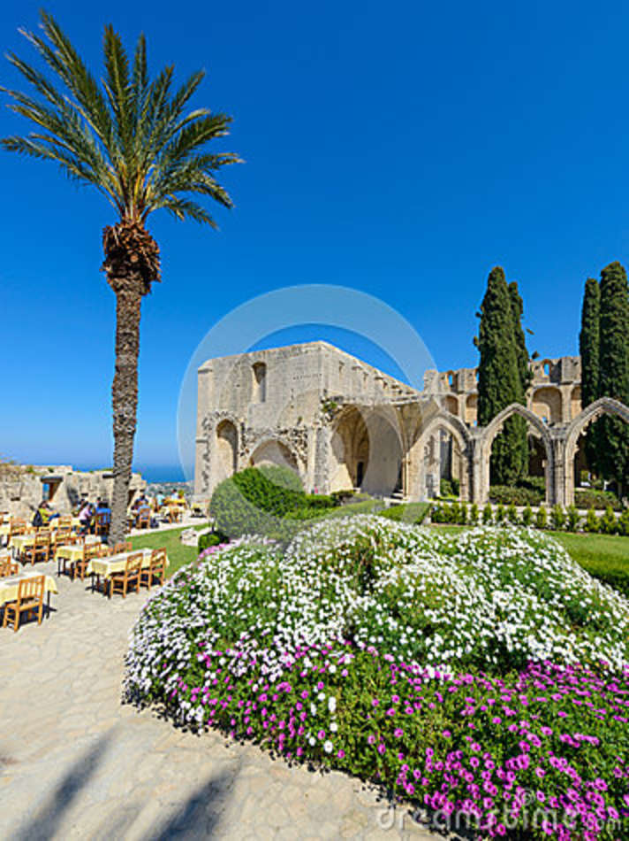 De 13de eeuw Gotisch klooster in Bellapais, noordelijk Cyprus 2