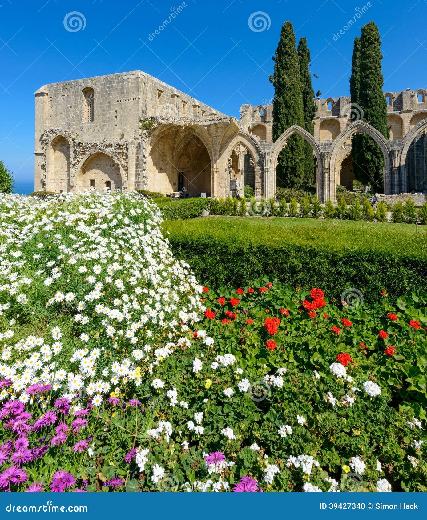 De 13de eeuw Gotisch klooster in Bellapais, noordelijk Cyprus 5