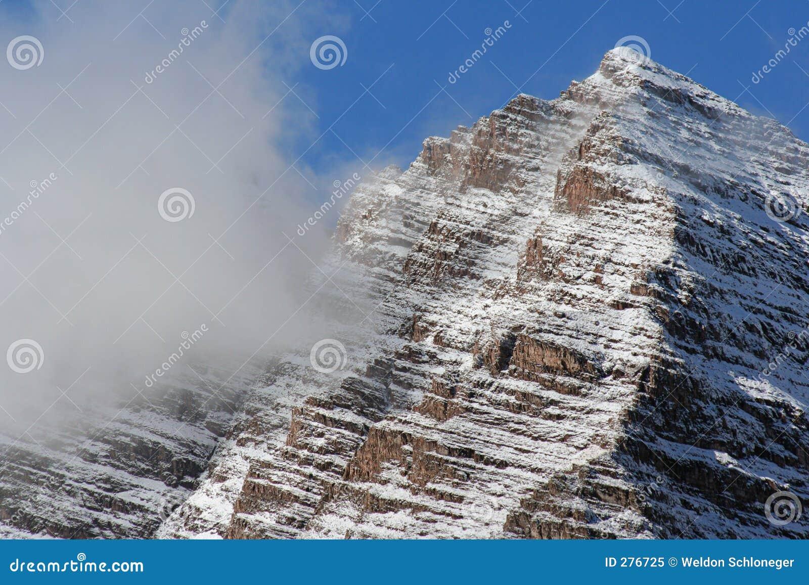 De de kastanjebruine piek en wolk van Klokken