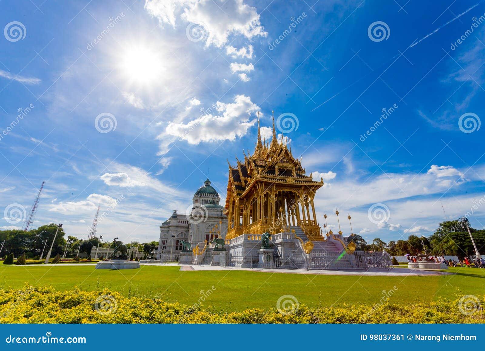 De de Troonzaal van Anantasamakhom is beroemd oriëntatiepunt in Bangkok, Thail