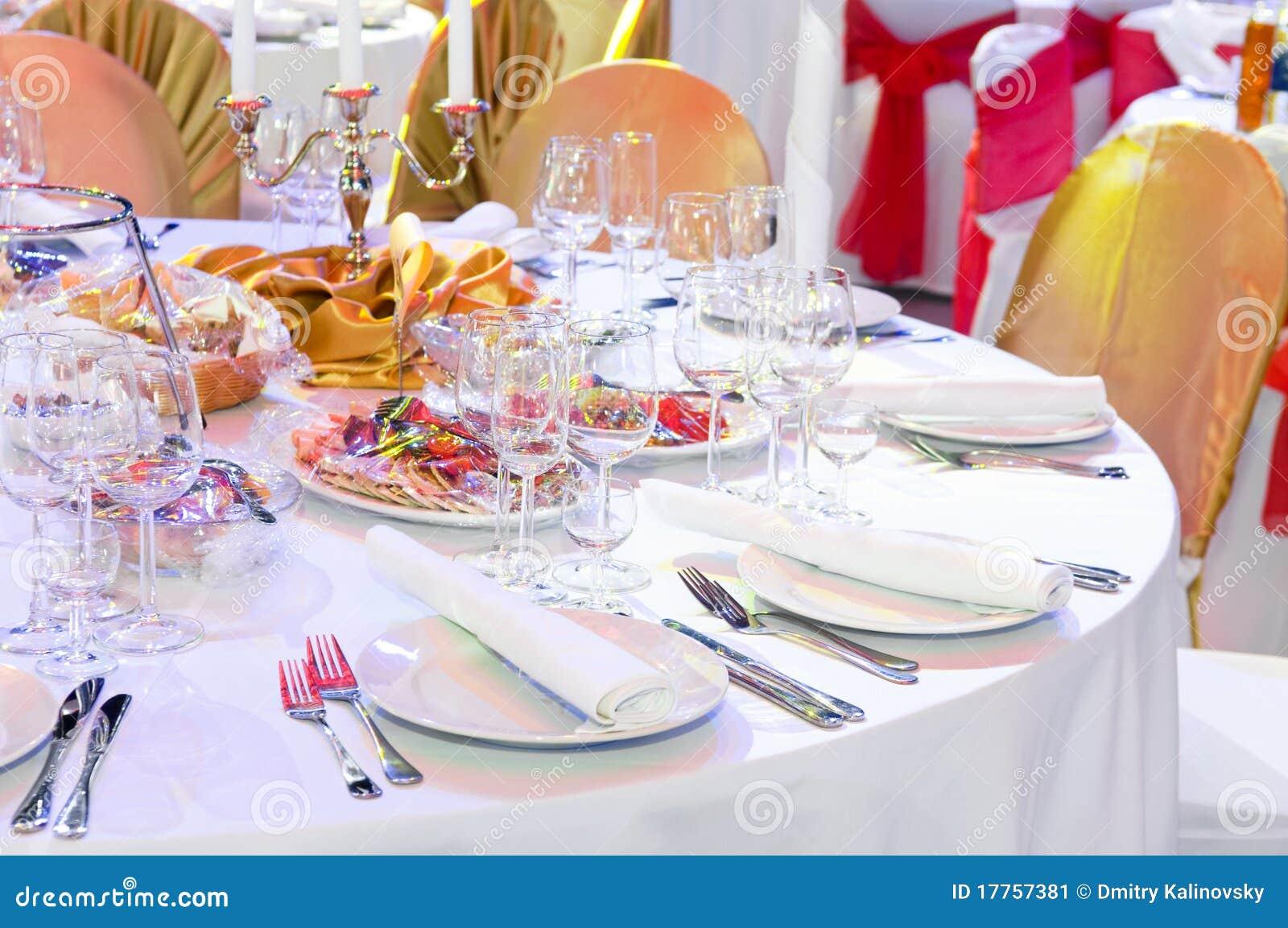 De decoratie van de de dienstlijst van de catering stock afbeelding afbeelding 17757381 - Decoratie van de kamers van de meiden ...