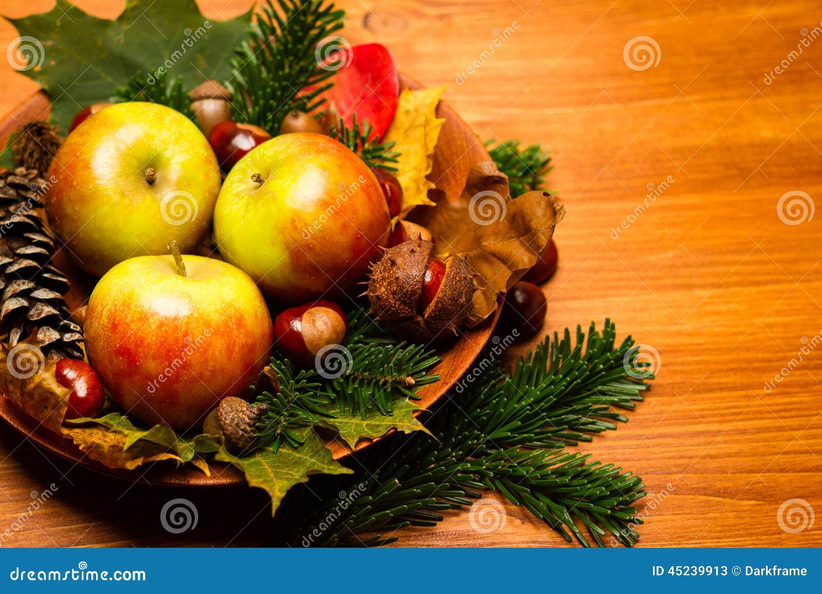 De decoratie van de herfst granaatappel druiven en for Decoratie herfst