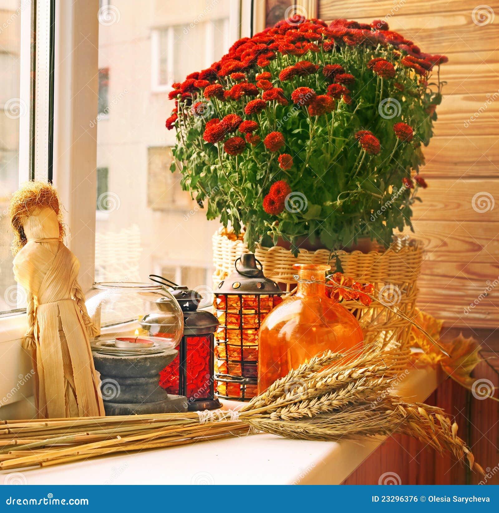 De decoratie van de herfst van balkon royalty vrije stock afbeelding beeld 23296376 - Afbeelding van decoratie ...