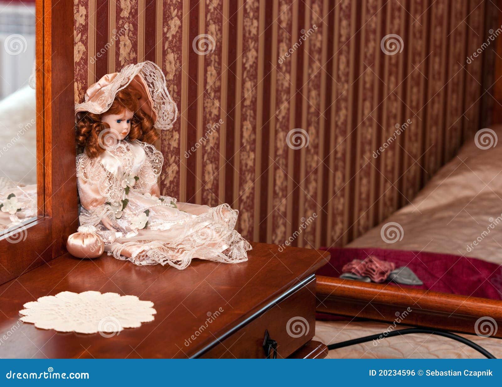De decoratie van doll in slaapkamer stock foto afbeelding 20234596 - Decoratie vrouw slaapkamer ...