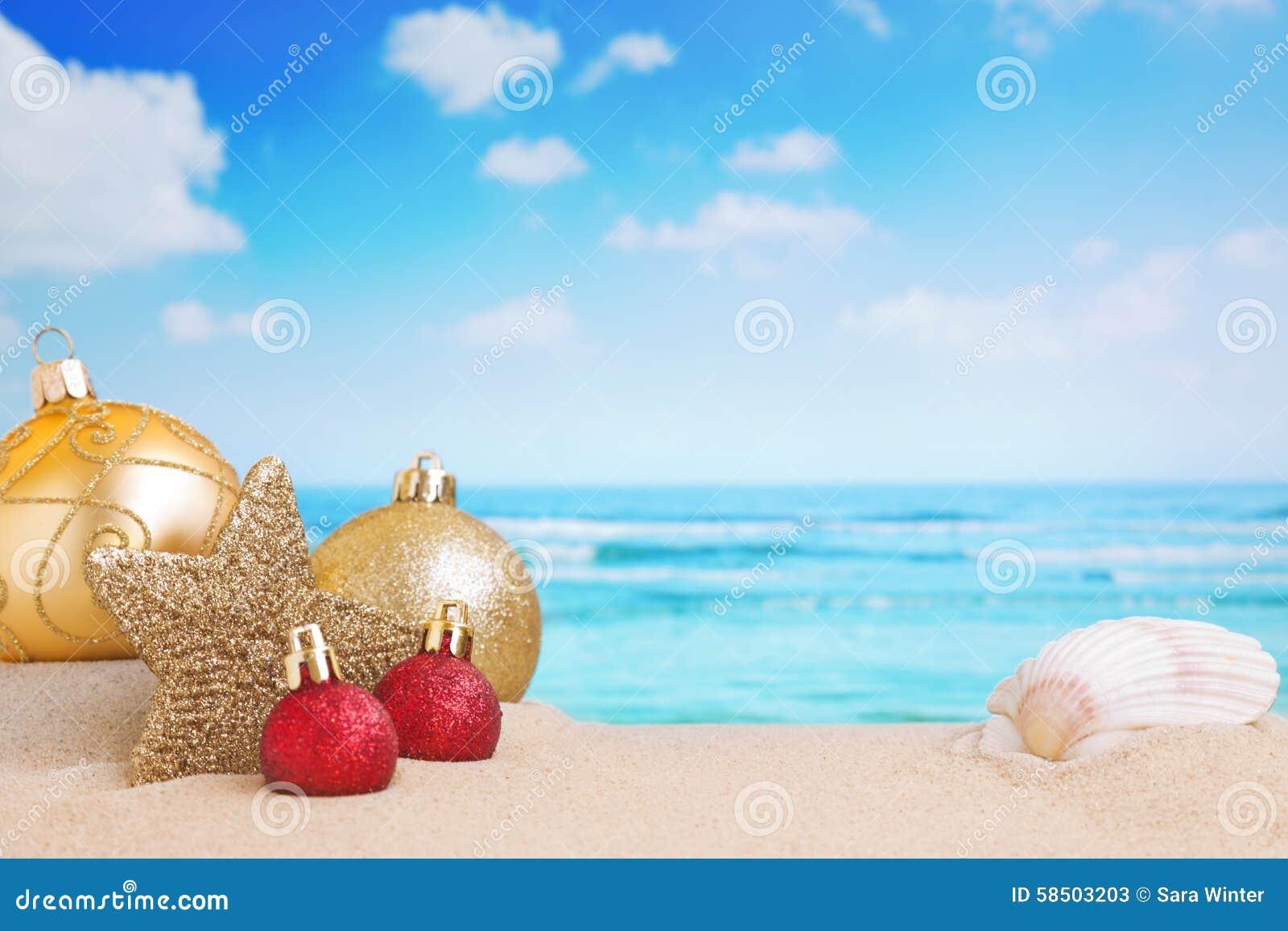 De decoratie van kerstmis op het strand stock afbeelding afbeelding 58503203 - Foto van decoratie ...