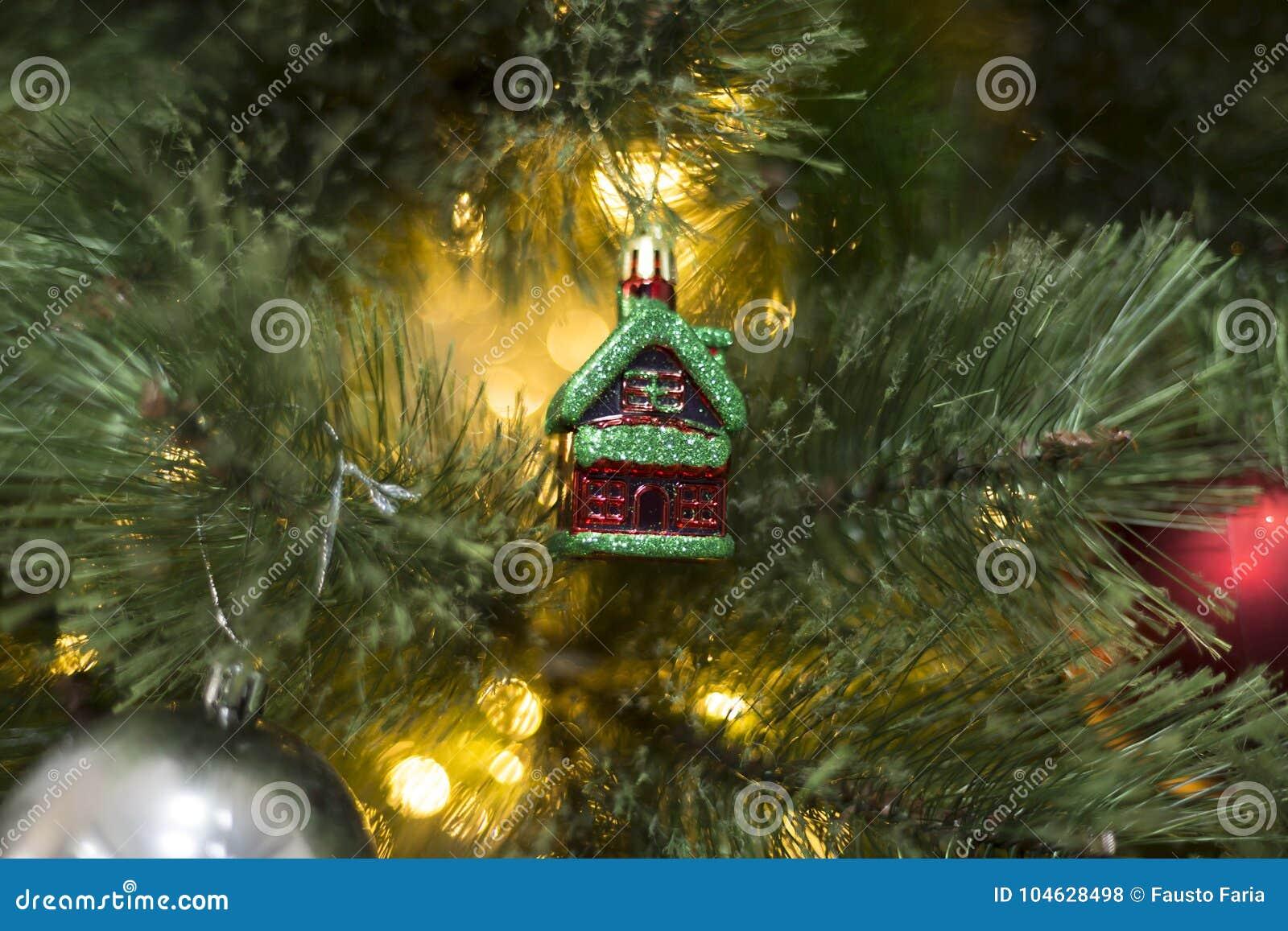Download De Decoratieclose-up Van De Kerstmiskeet Stock Foto - Afbeelding bestaande uit cabine, decor: 104628498