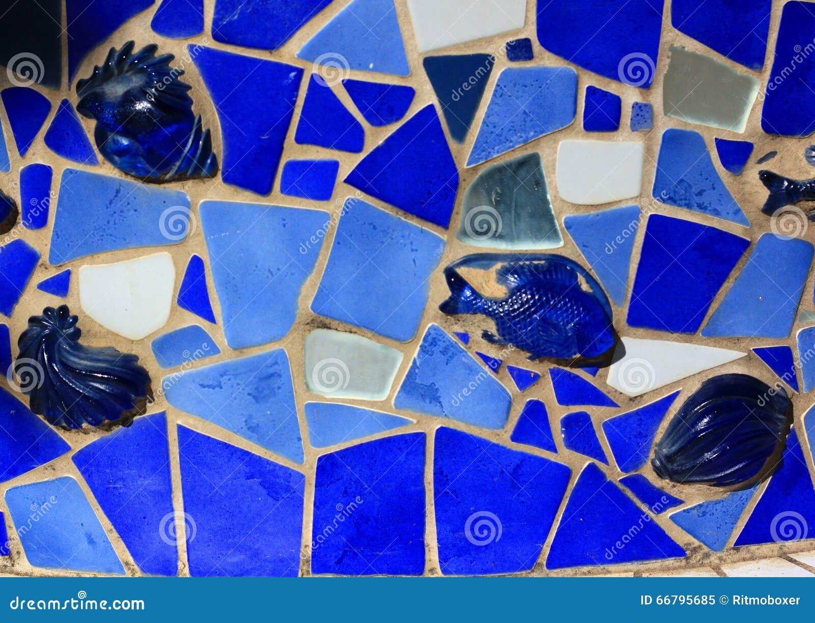 Moderne kunst op muur die door diverse kleur van mozaïektegels ...