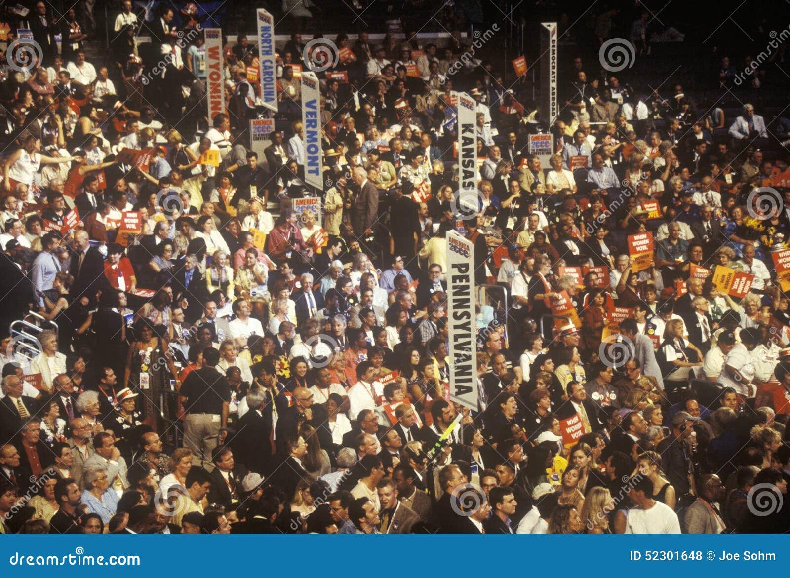 De delegaties en de tekens van de staat bij de Democratische Overeenkomst van 2000 in Staples Center, Los Angeles, CA