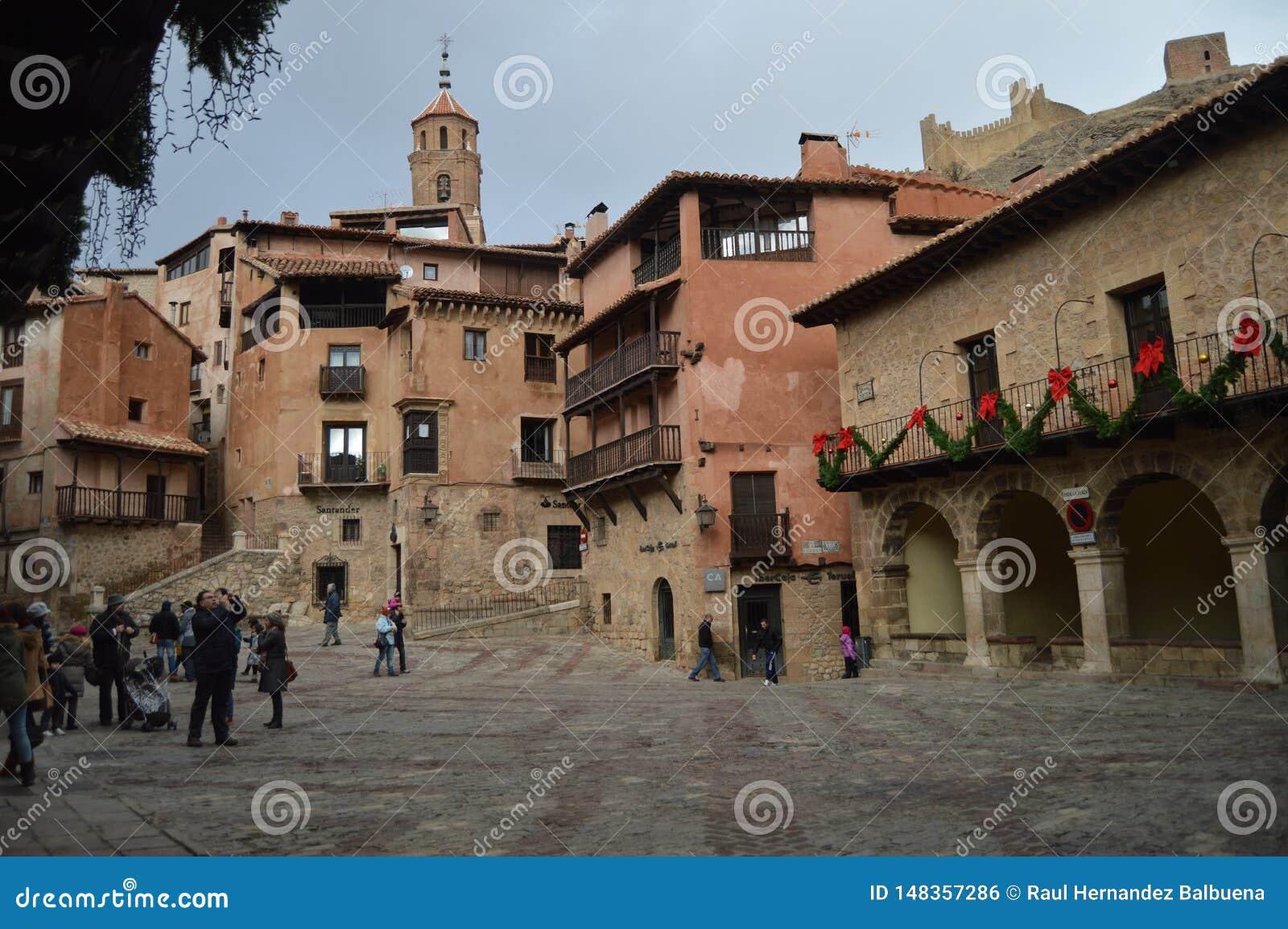 28 de diciembre de 2013 Albarracin, Teruel, Arag?n, Espa?a Chalet medieval con su cuadrado hermoso de Albarracin Historia, viaje,