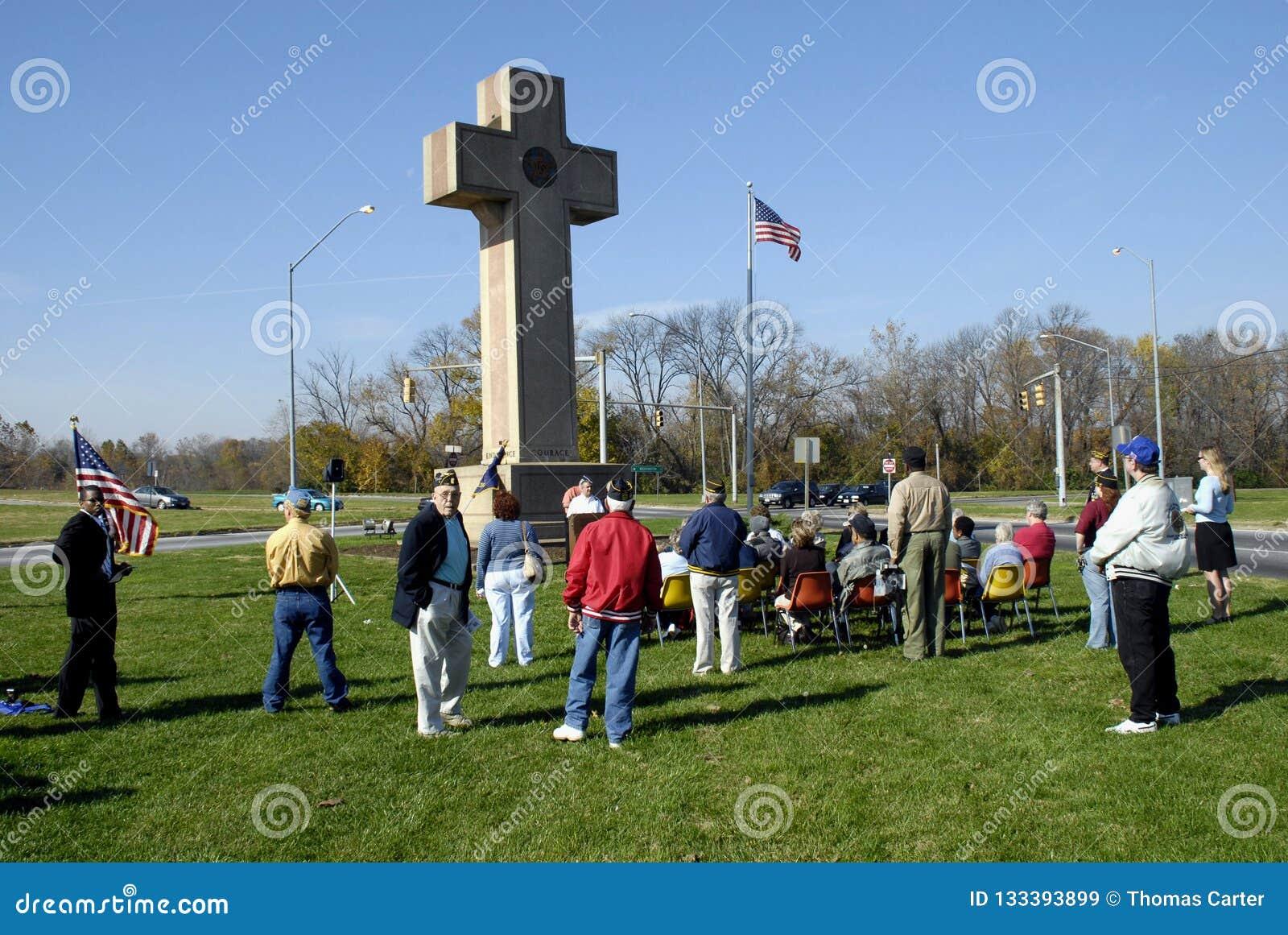 De diensten van de veteranendag werden gehouden bij Vredeskruis