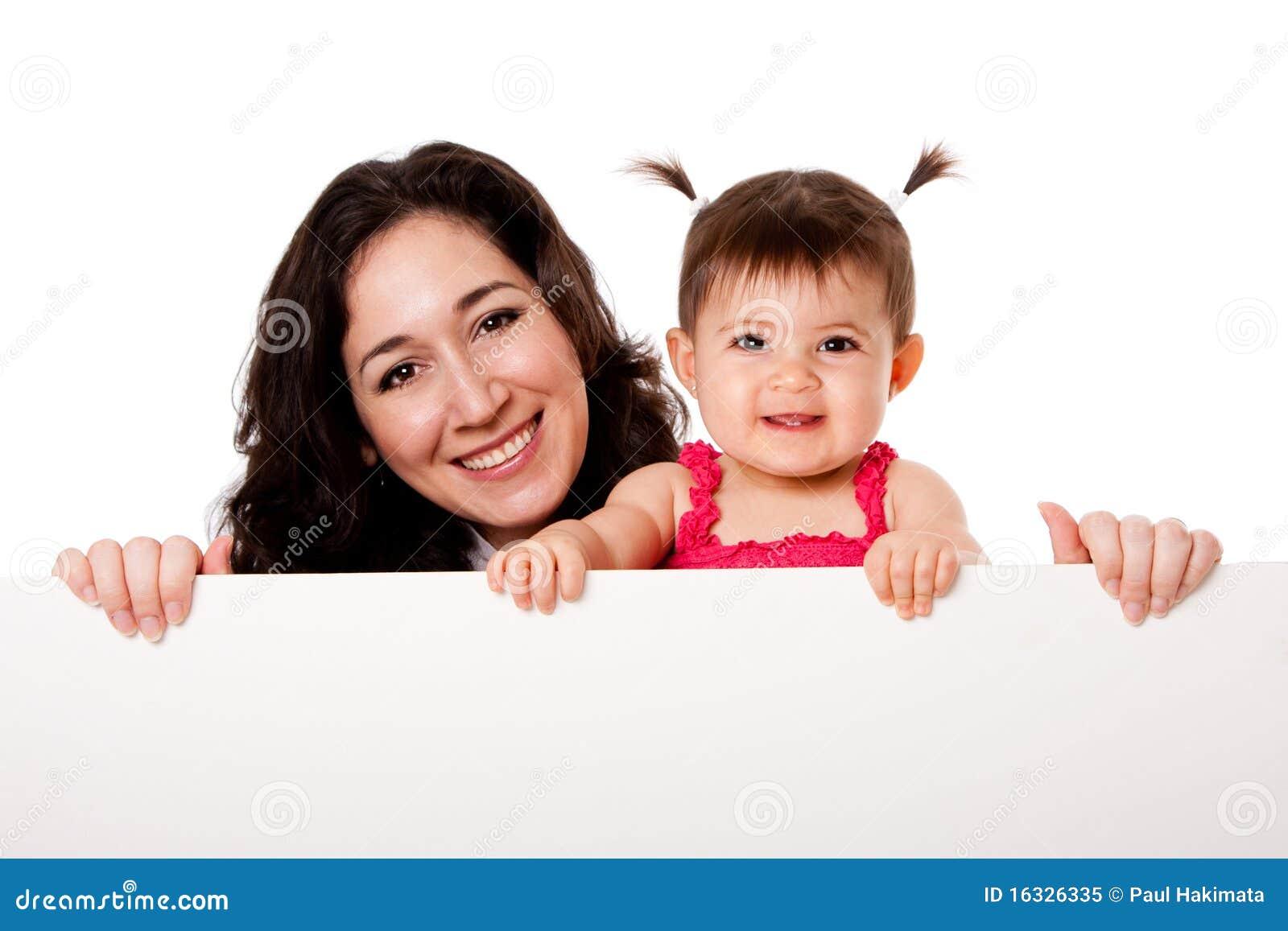 De dochter die van de moeder en van de baby witte raad houdt