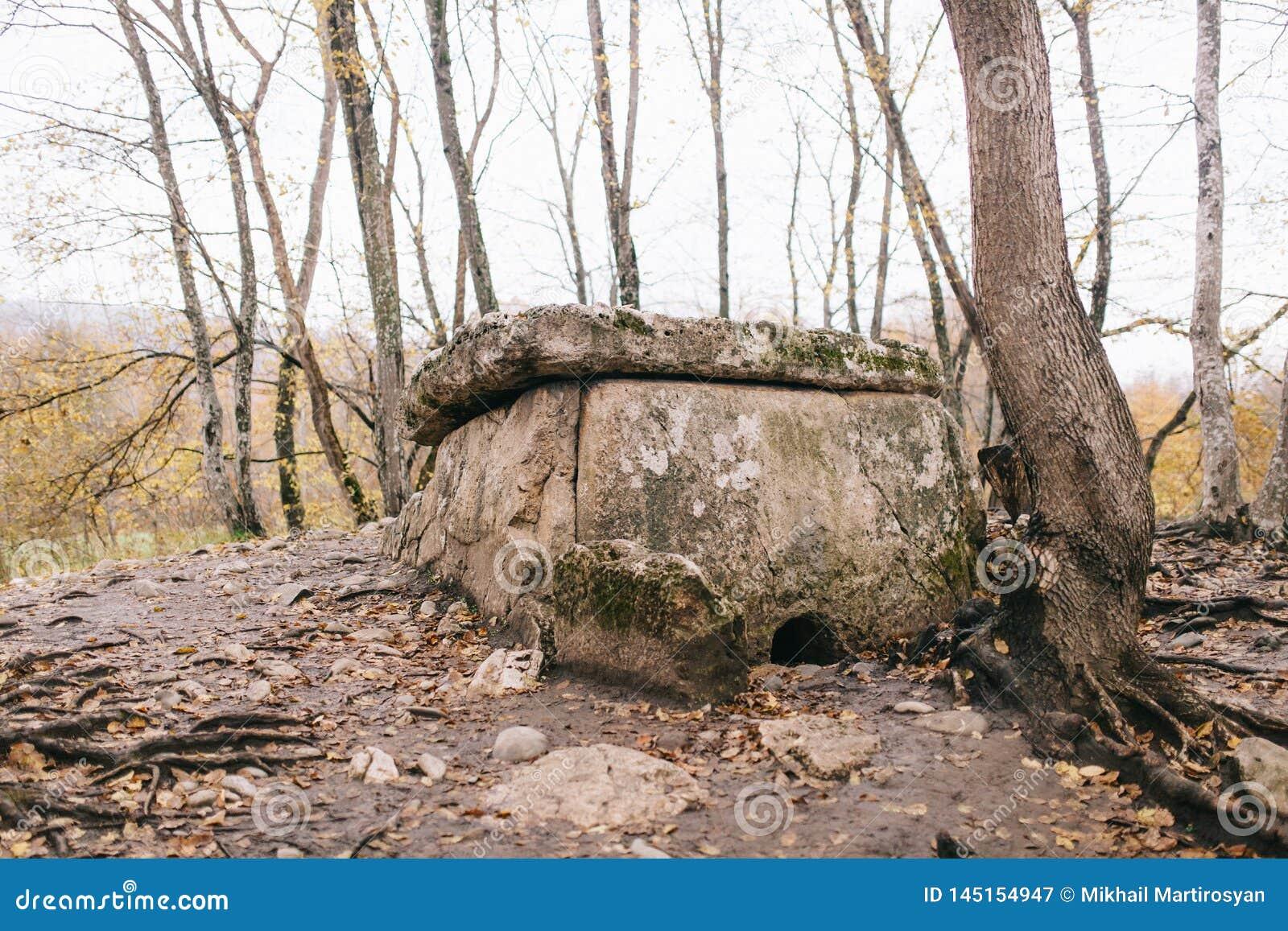 De dolmen zijn megalitische structuren op het grondgebied van Khadzhok in de Republiek van Adygea