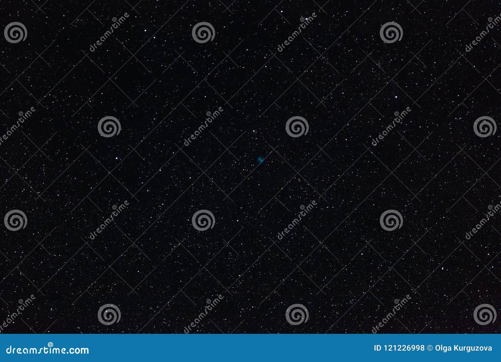 De Domoornevel en de sterren van kosmische ruimte in de nachthemel