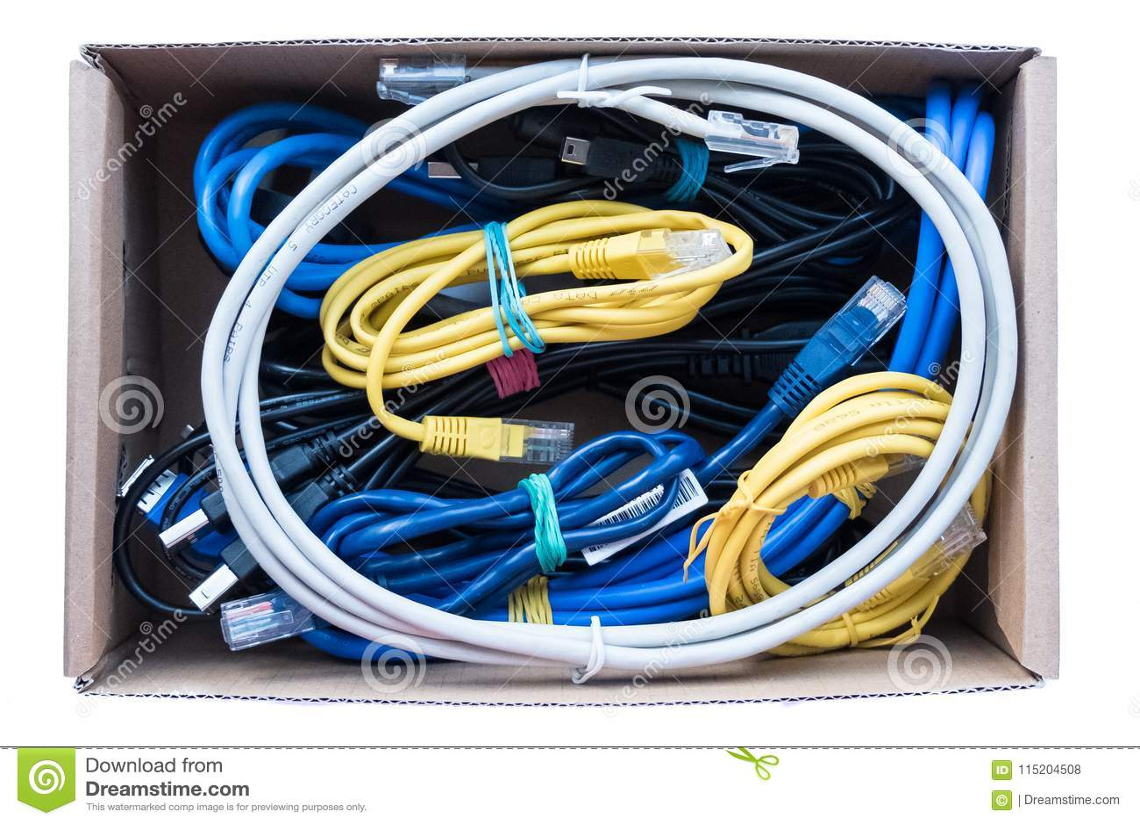 De draden, de koorden en de kabels worden bevestigd in een doos