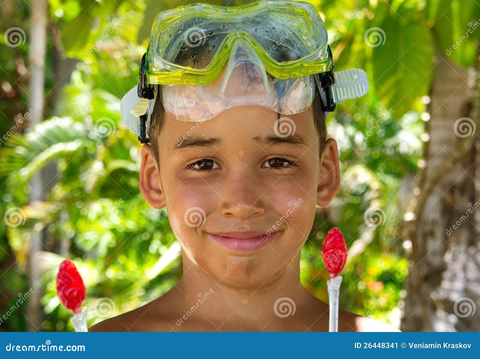 De duiker van de jongen na zwemt stock afbeelding afbeelding 26448341 - Opslagkast ruimte van de jongen ...