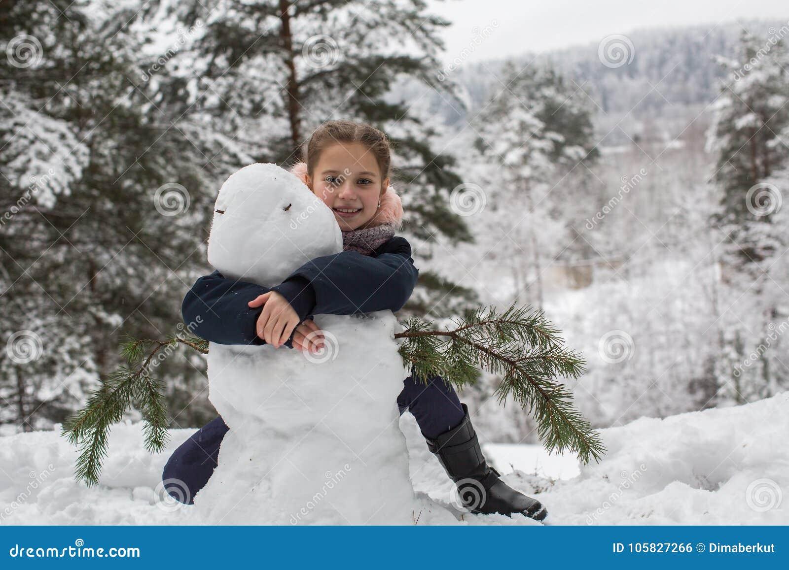 De dynamische modellering van het karakter Meisjeskind en een sneeuwman