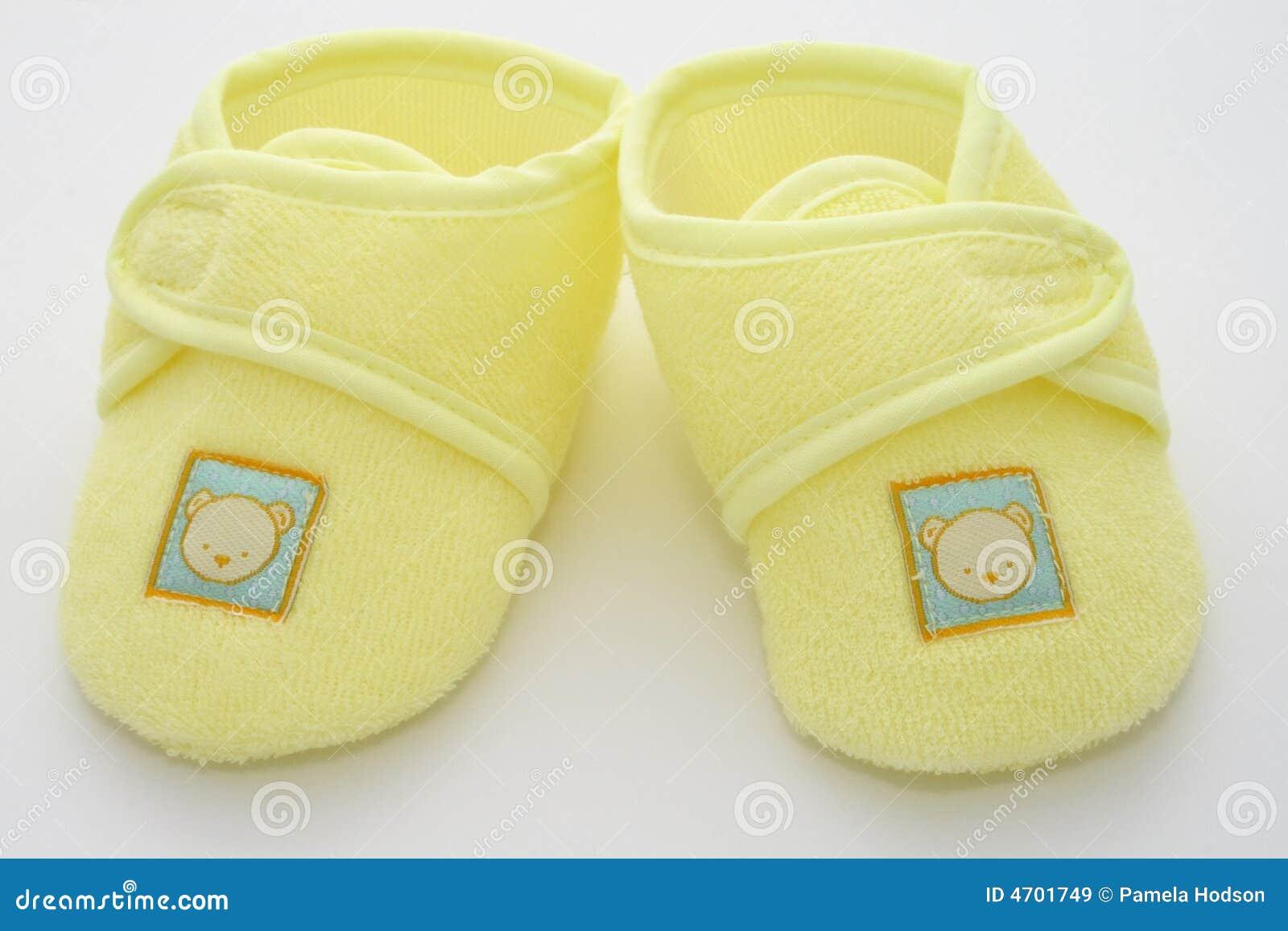 De eerste schoenen van babys