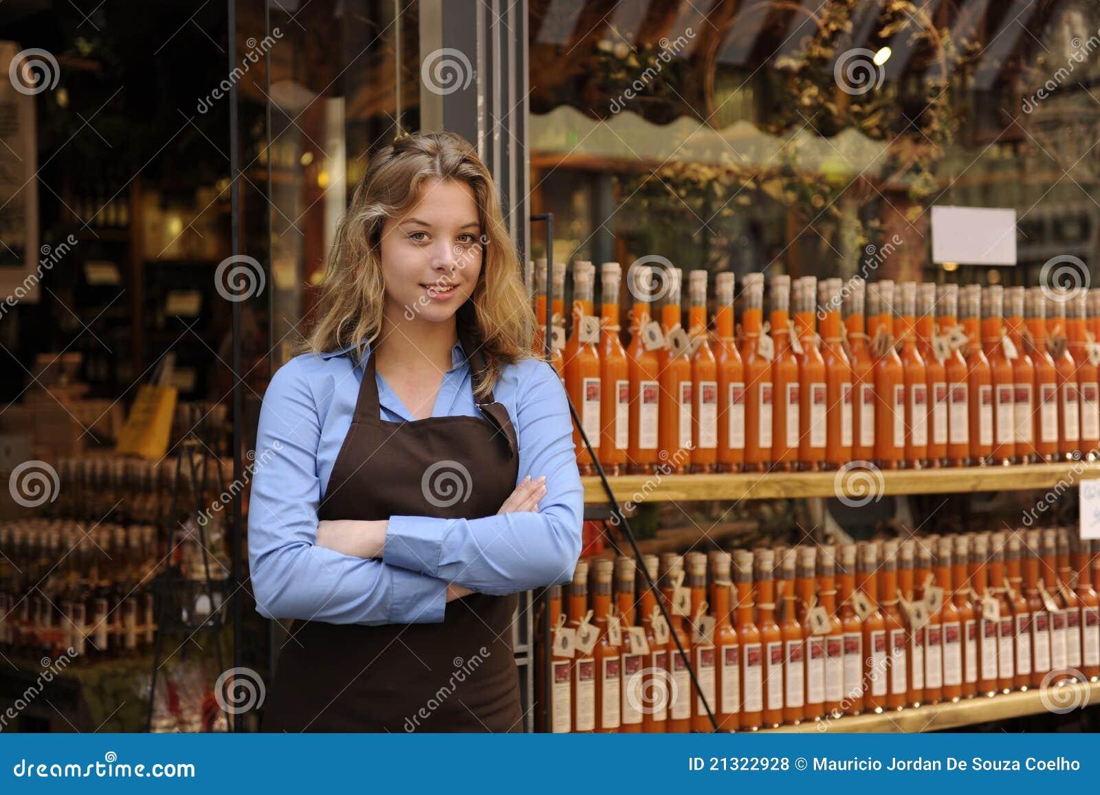 De eigenaar van de opslag voor winkel