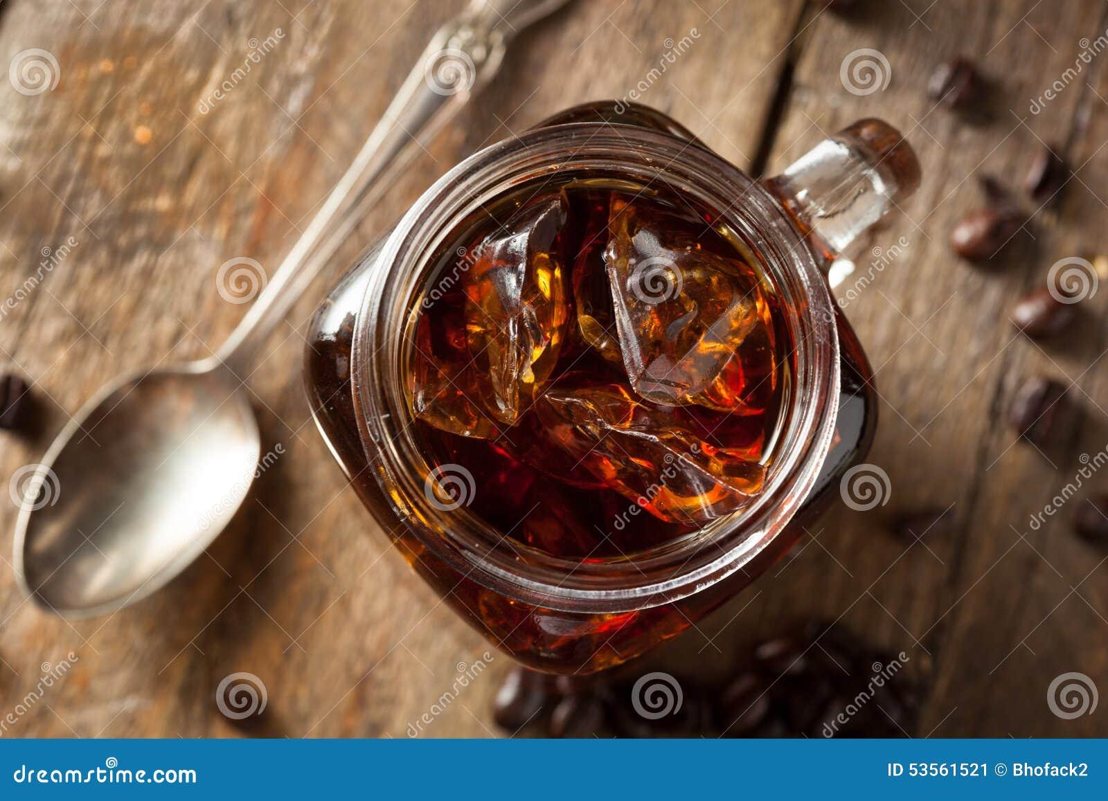 De eigengemaakte Koude brouwt Koffie