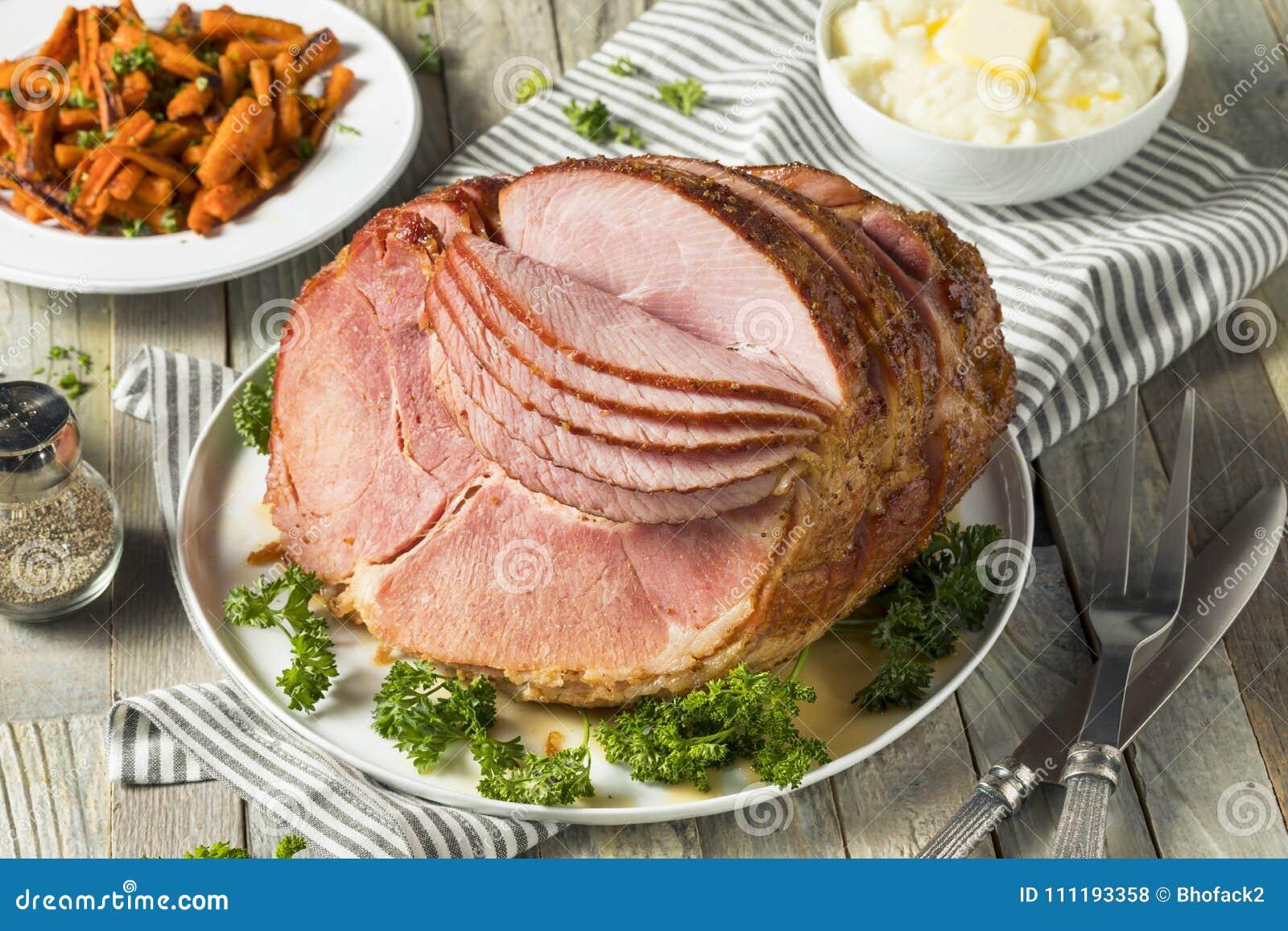 De eigengemaakte Verglaasde Pasen-Spiraal sneed Ham