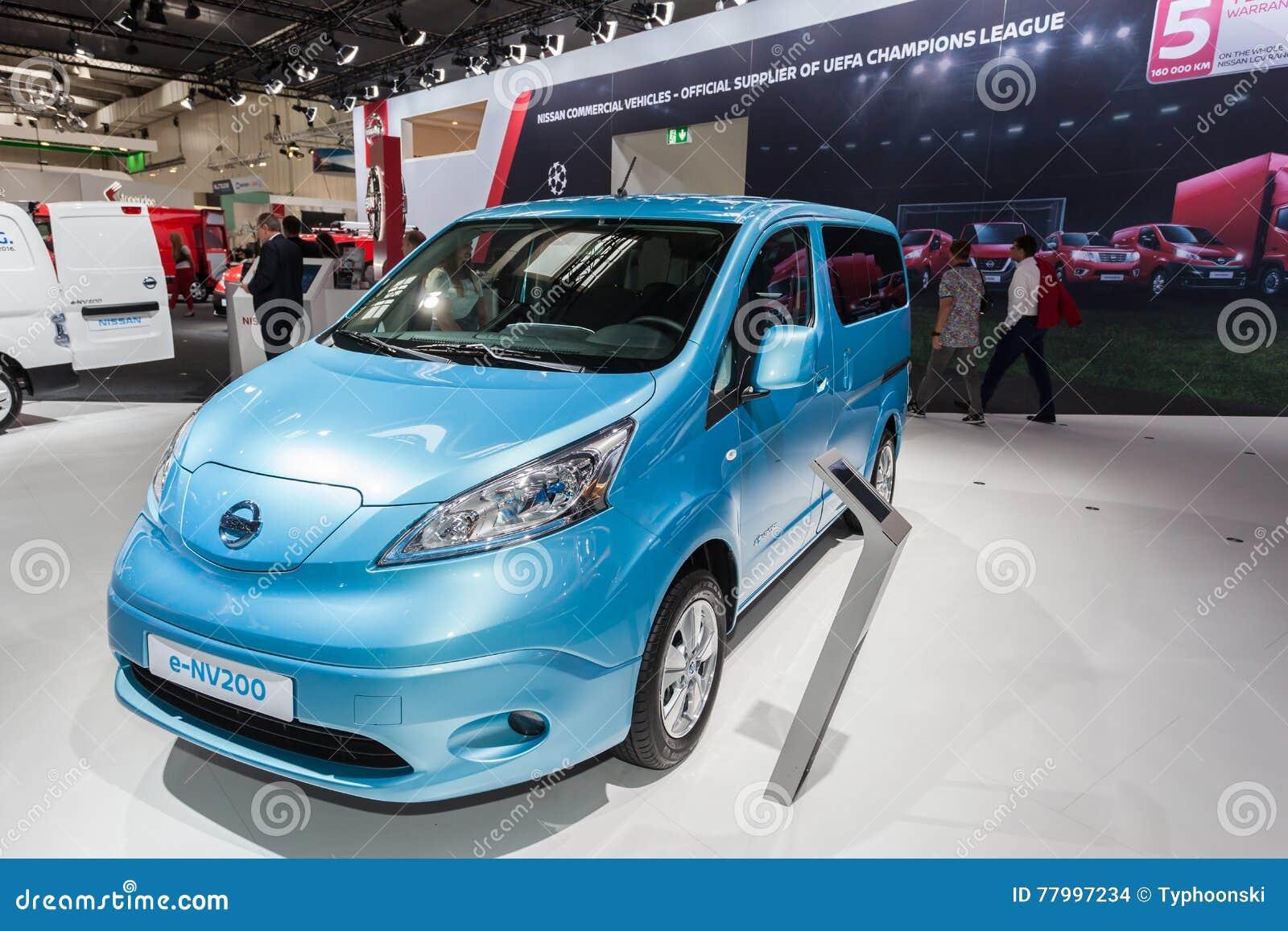 De Elektrische Bestelwagen Van Nissan E Nv200 Redactionele Stock