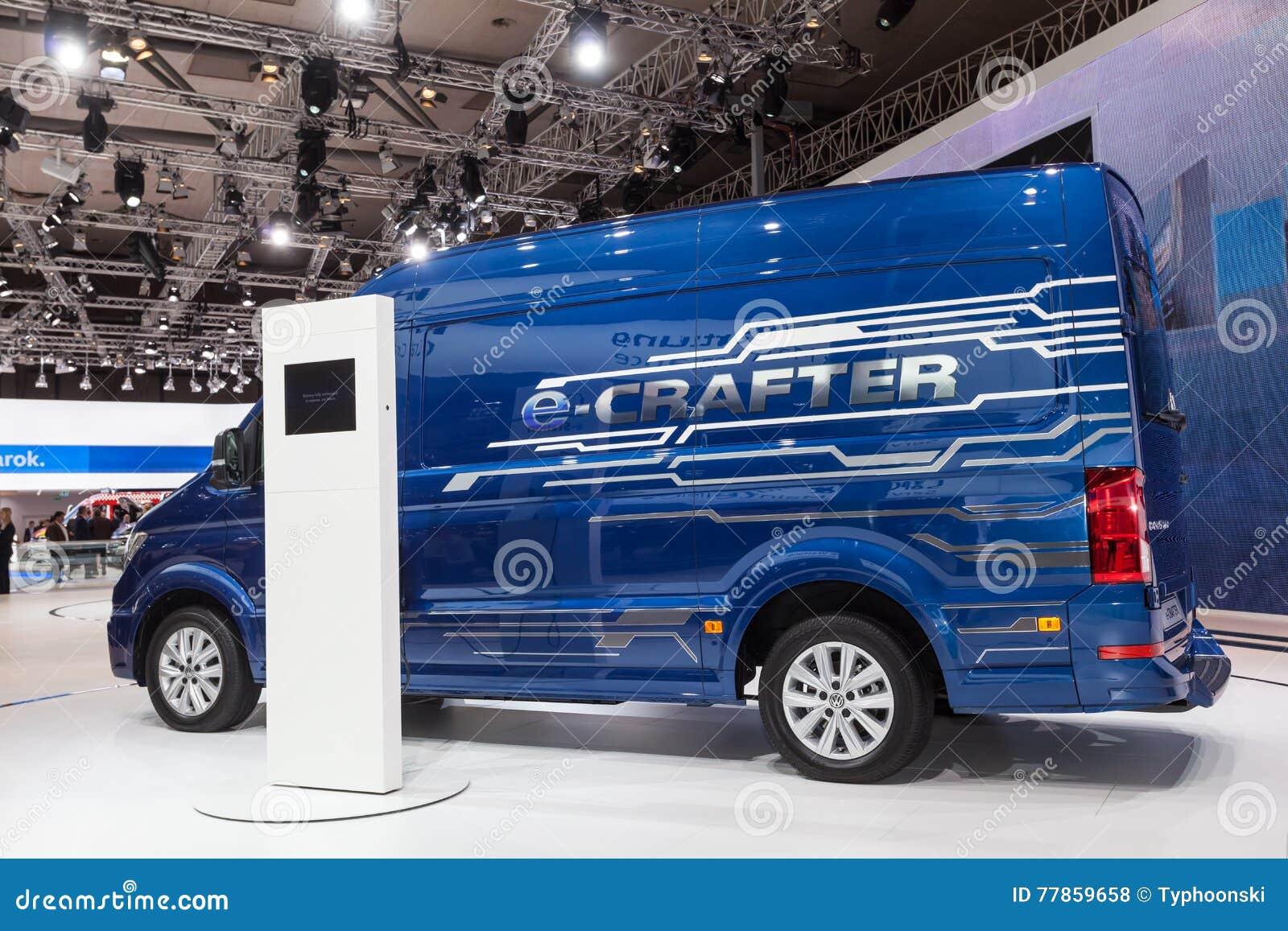 De Elektrische Bestelwagen Van Volkswagen Crafter Redactionele Stock