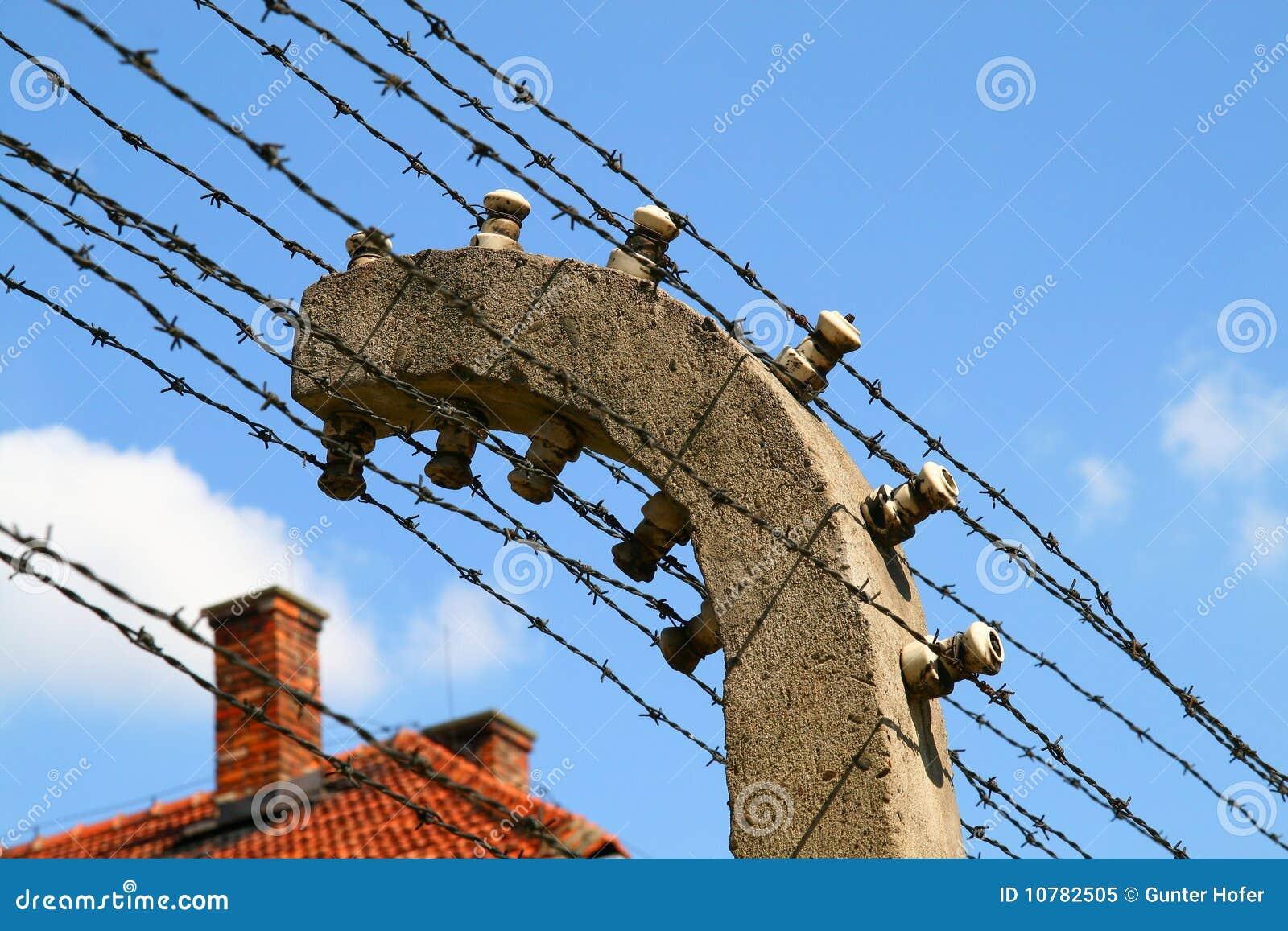 De elektrische omheining van Auschwitz