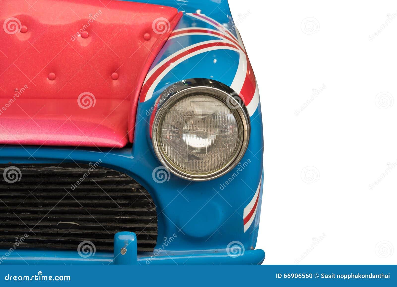 De Engelse auto, koplamp, kap wijzigt zich als roze bank op geïsoleerde witte achtergrond