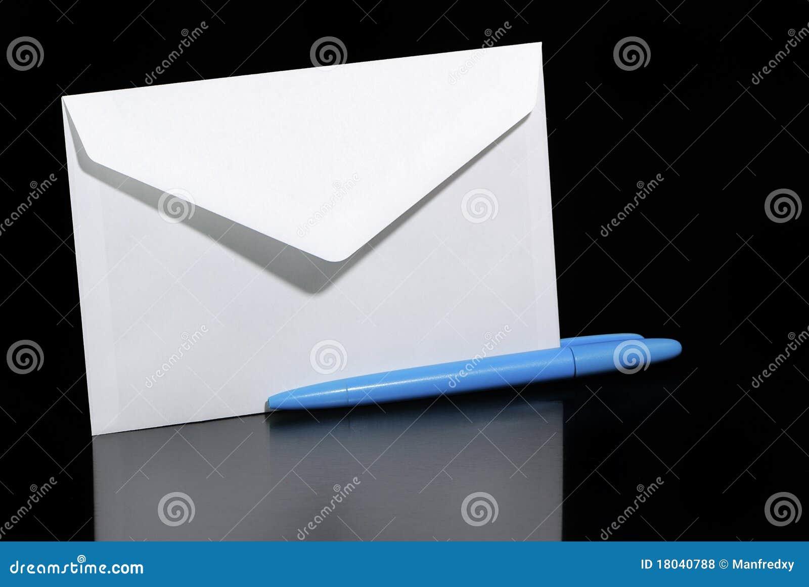 De envelop en biro van de brief