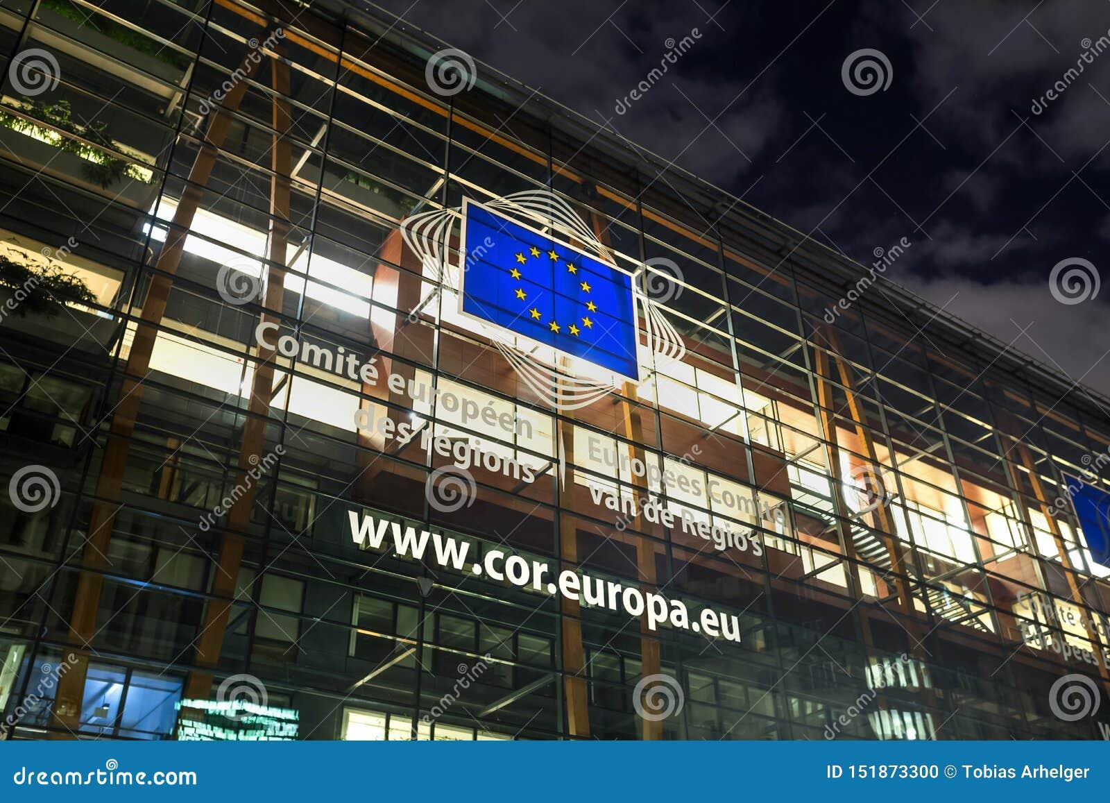 De Europese commissiebouw in Brussel België bij nacht