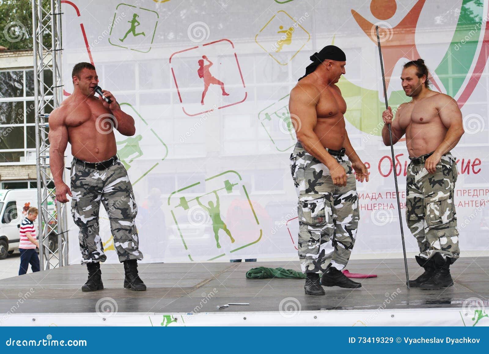 De extreme kracht toont Russische Ridders Toon bodybuildersatleten