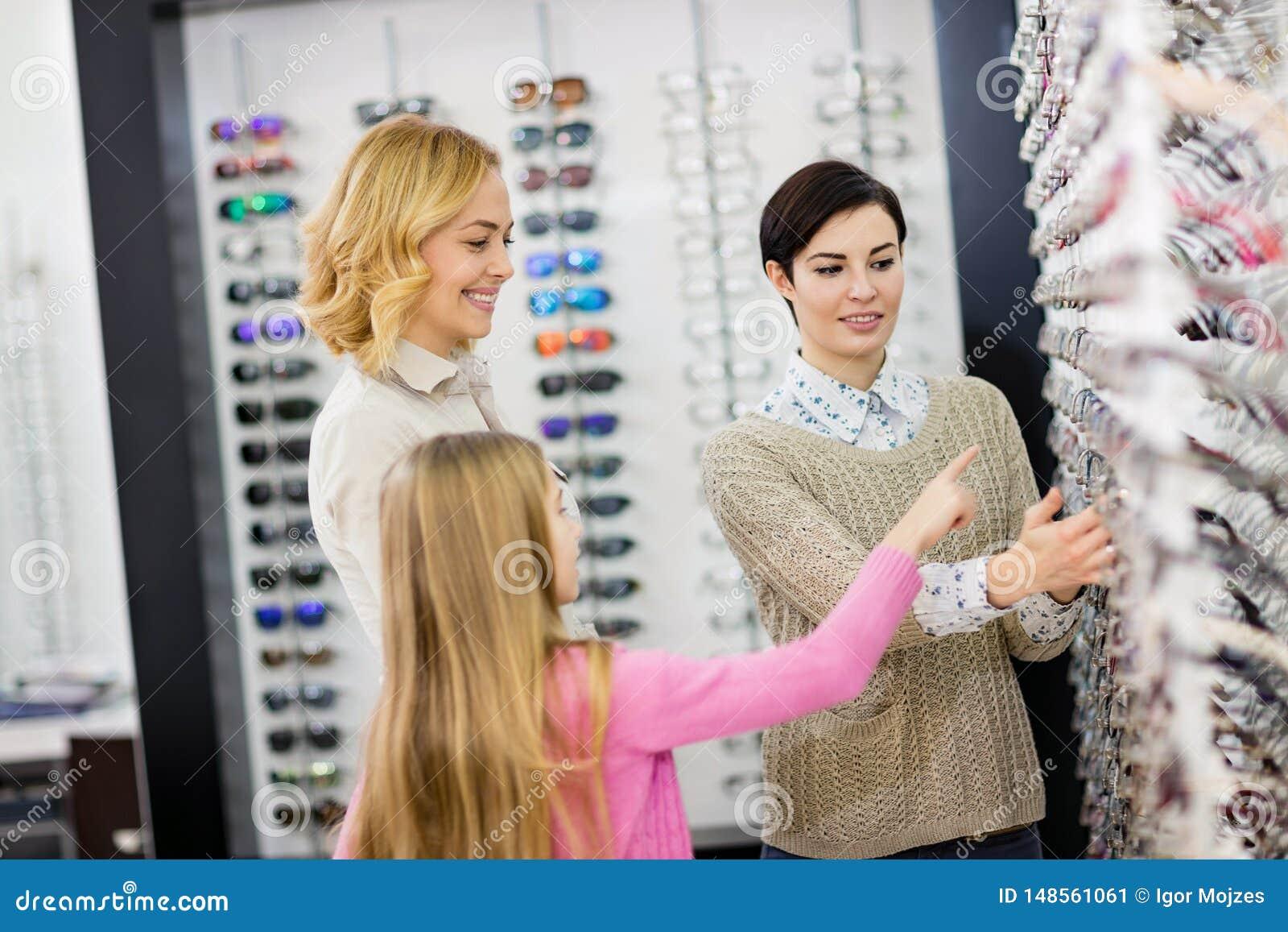 De Eyewearwinkel heeft grote selectie van verschillende kaders voor glazen