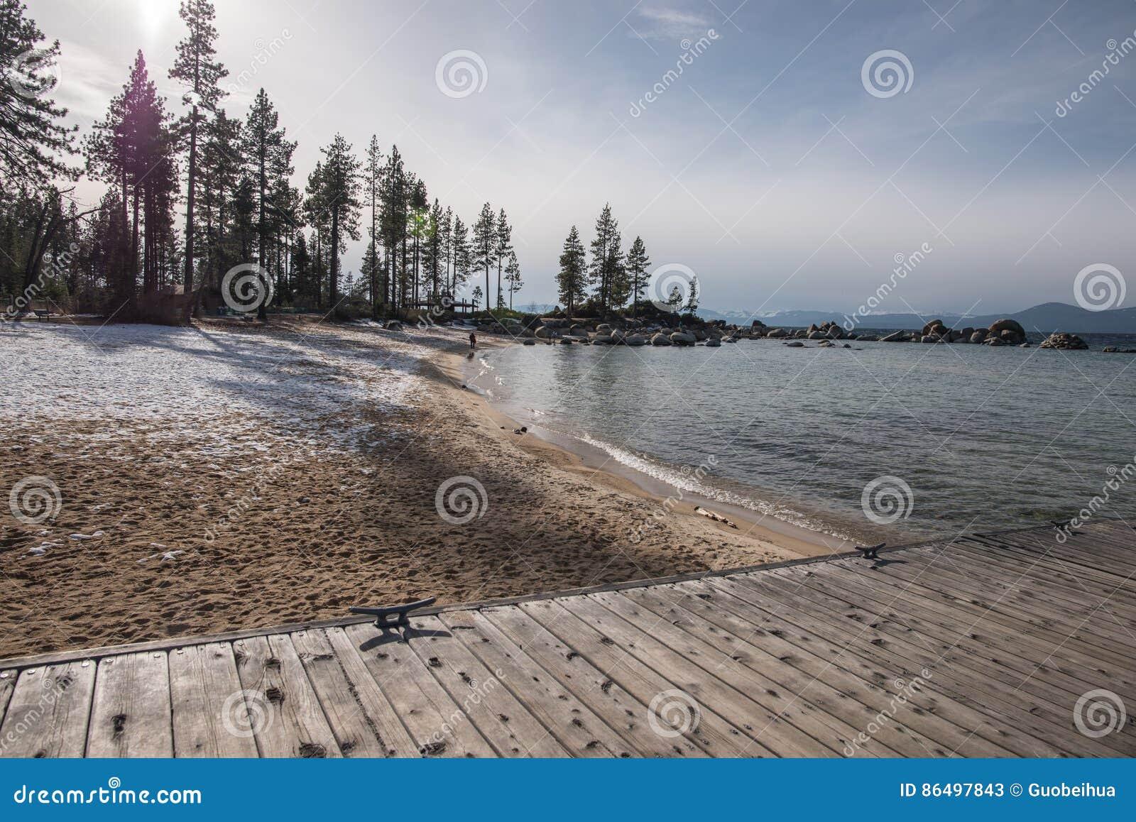 De Faciliteiten van de bootlancering en Dokken op de Recreatiegebied van de Staat van het Koningenstrand, Meer Tahoe