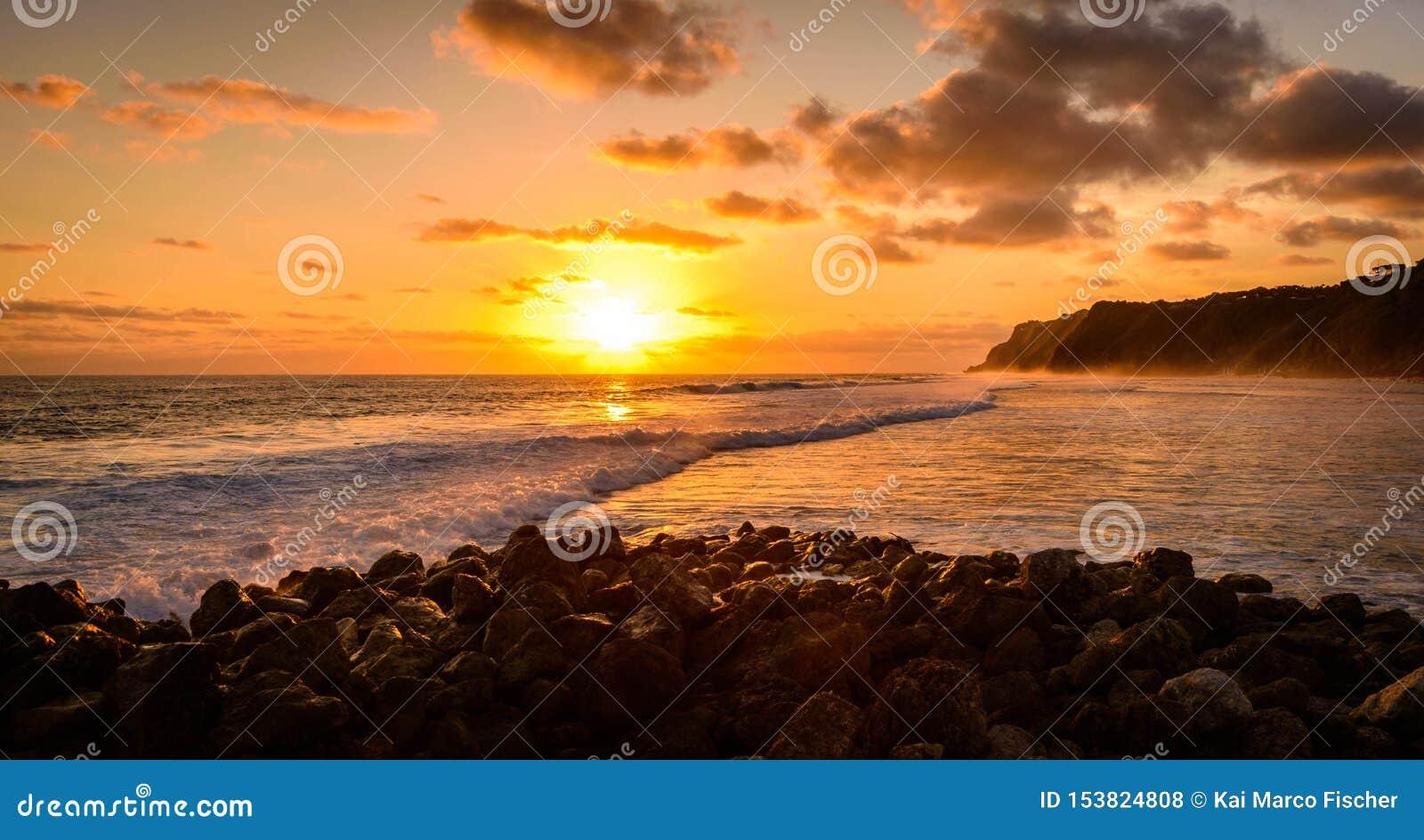 De fantastiska solnedgångarna av Bali
