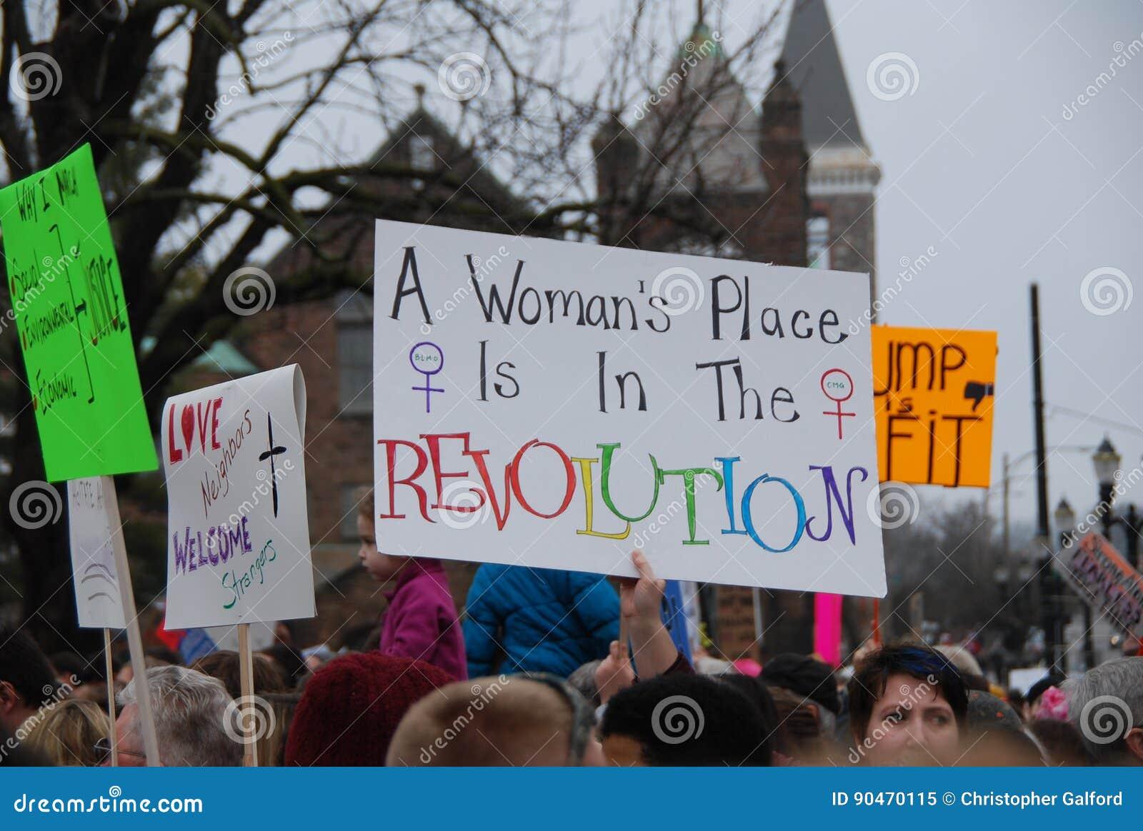 ` De femmes s mars sur Lansing, Michigan
