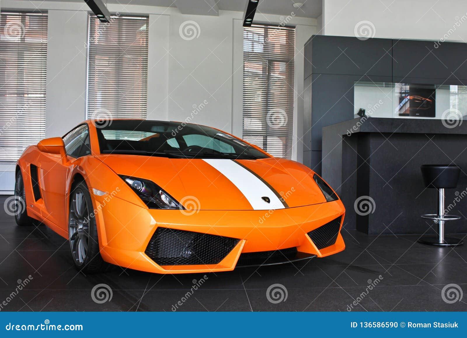 17 de fevereiro de 2011 Ucrânia, Kiev Lamborghini Gallardo LP550-2 Valentino Balboni