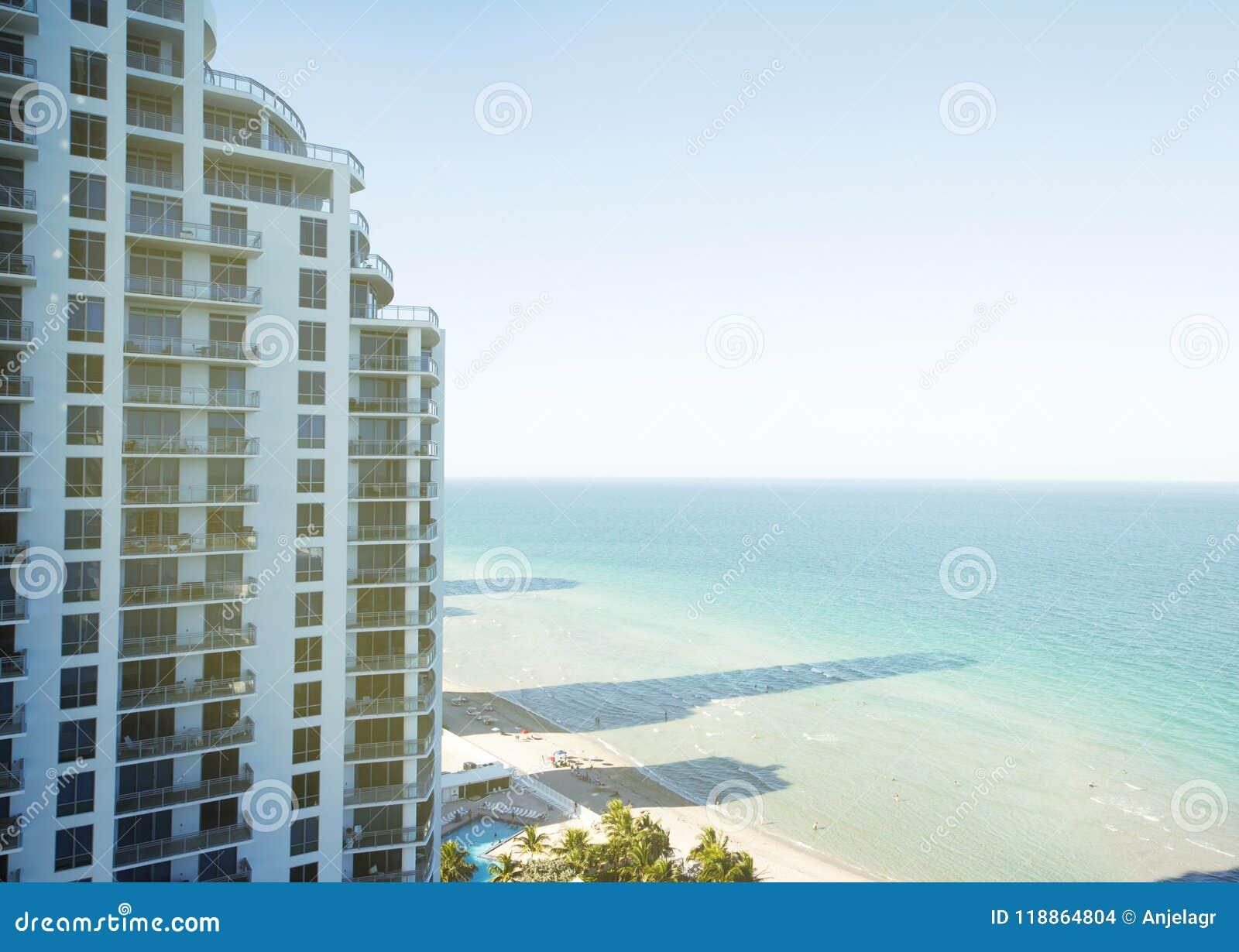 De flatgebouw met koopflatsbouw in het Strand van Miami, Florida