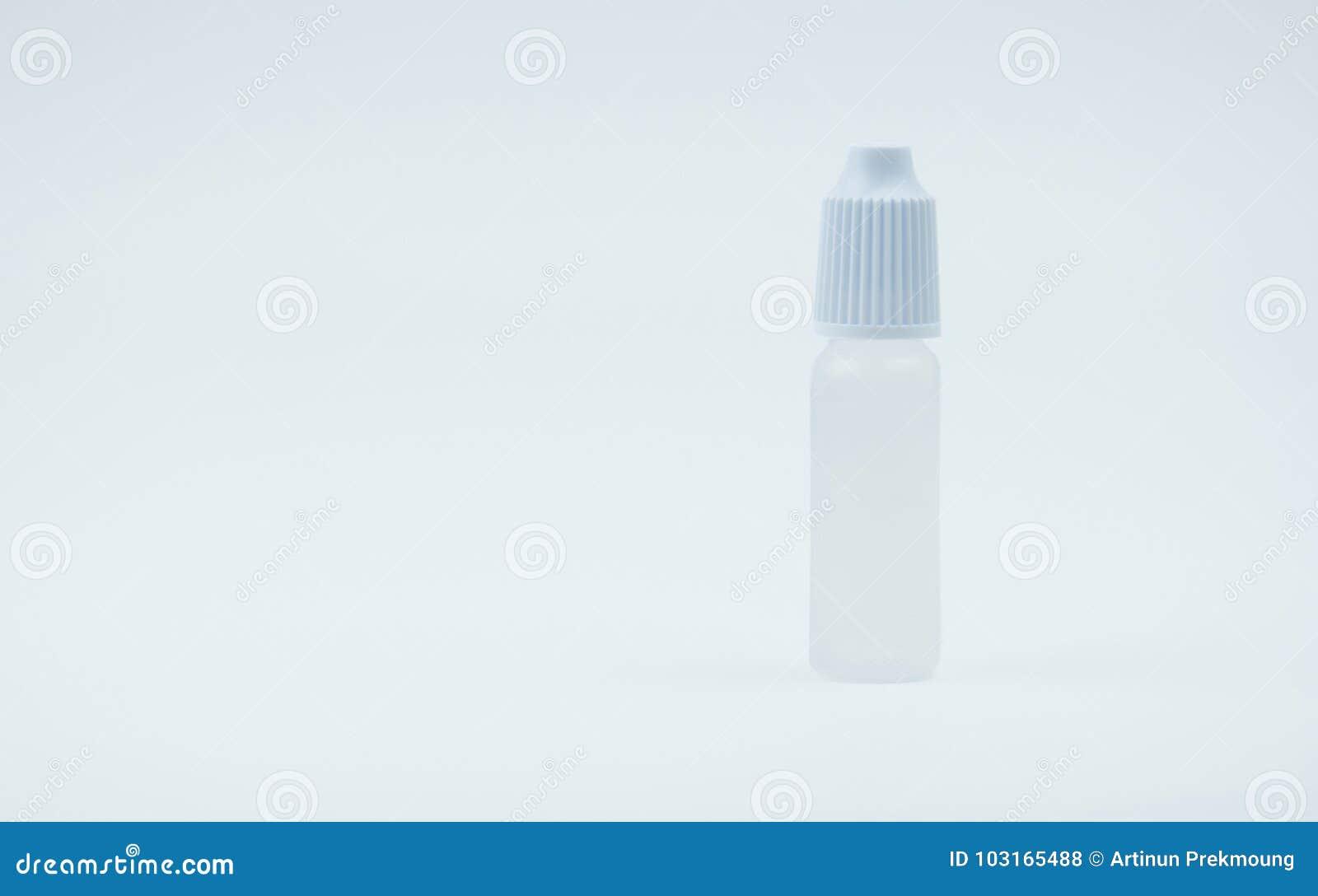 De fles van oogdalingen met wit GLB op witte achtergrond met lege etiket en exemplaarruimte,