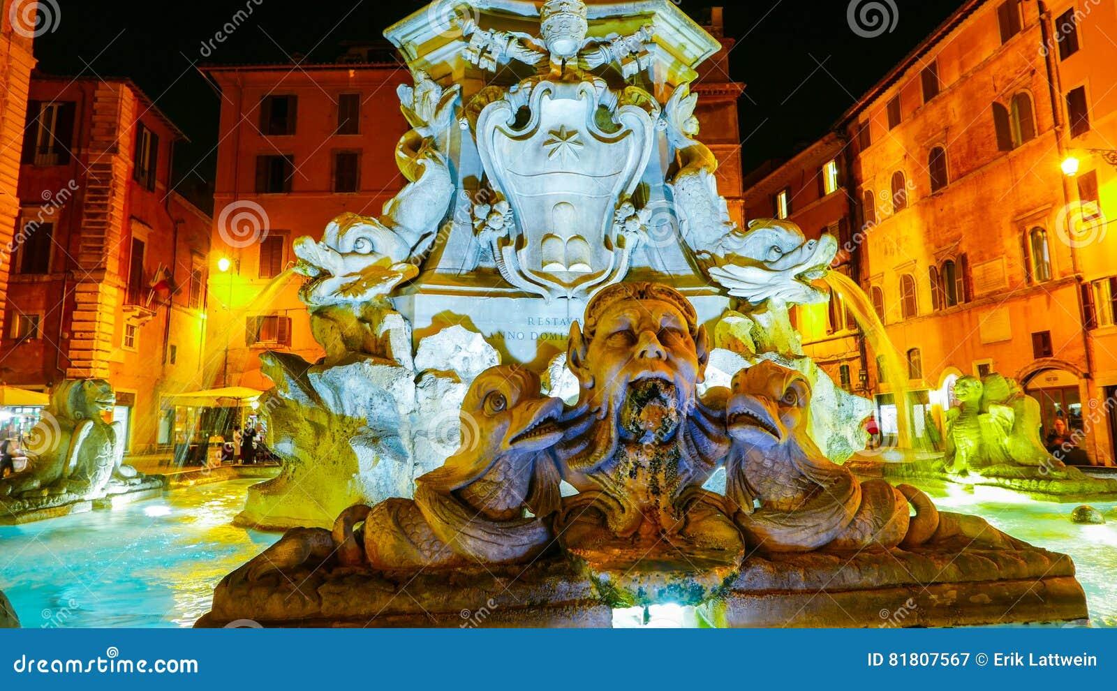 De fontein bij het Pantheon in Rome - mooi bij nacht