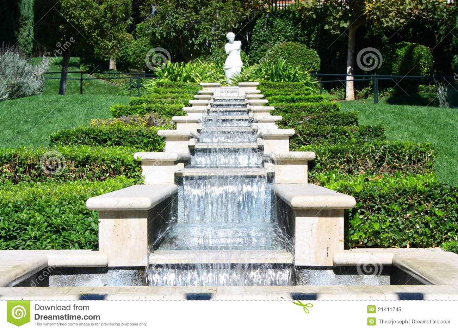 De franse waterval van de tuin stock afbeelding for Franse tuin