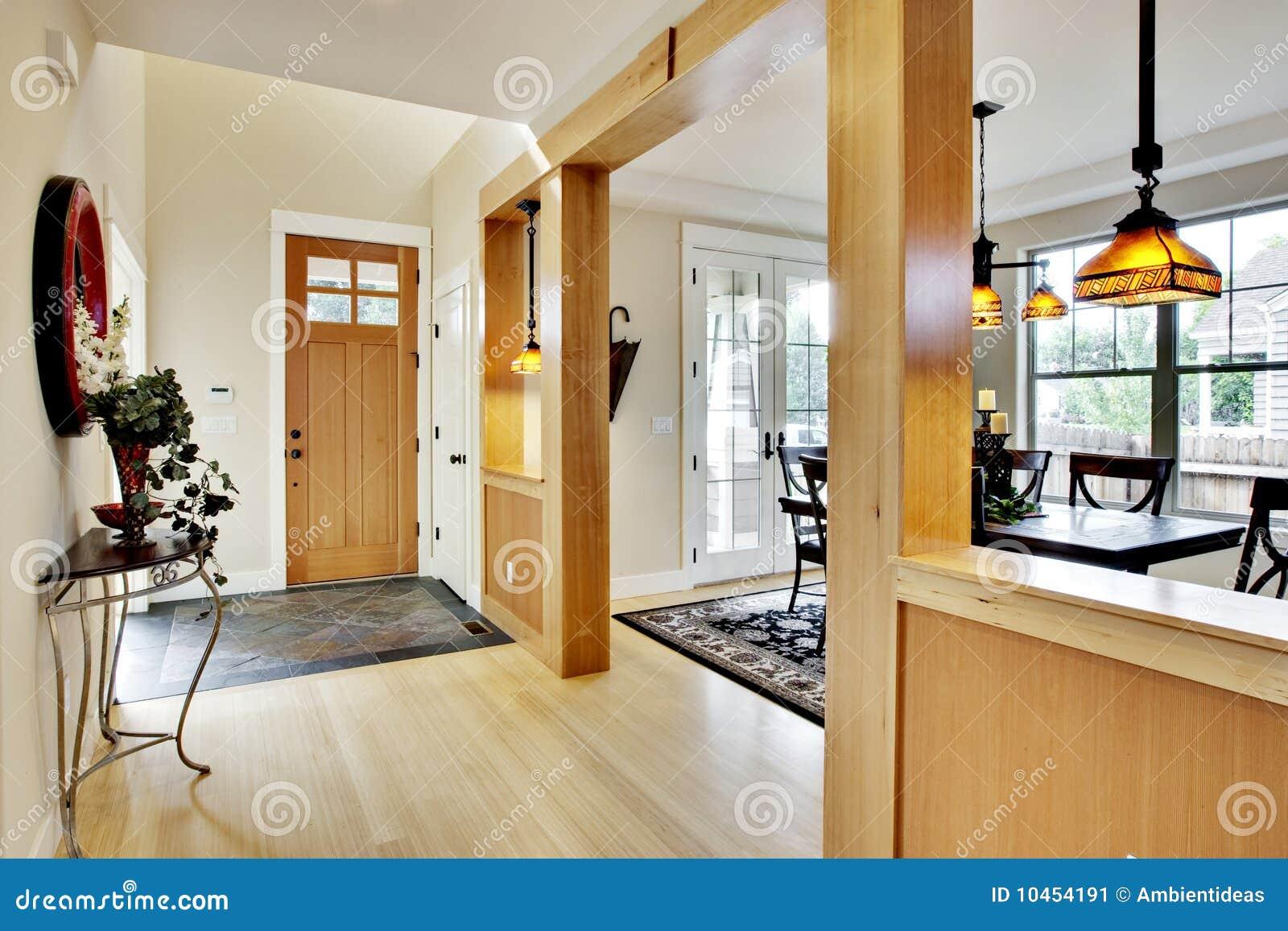 De gang van de ingang van het huis stock afbeelding afbeelding 10454191 - Gang huis ...